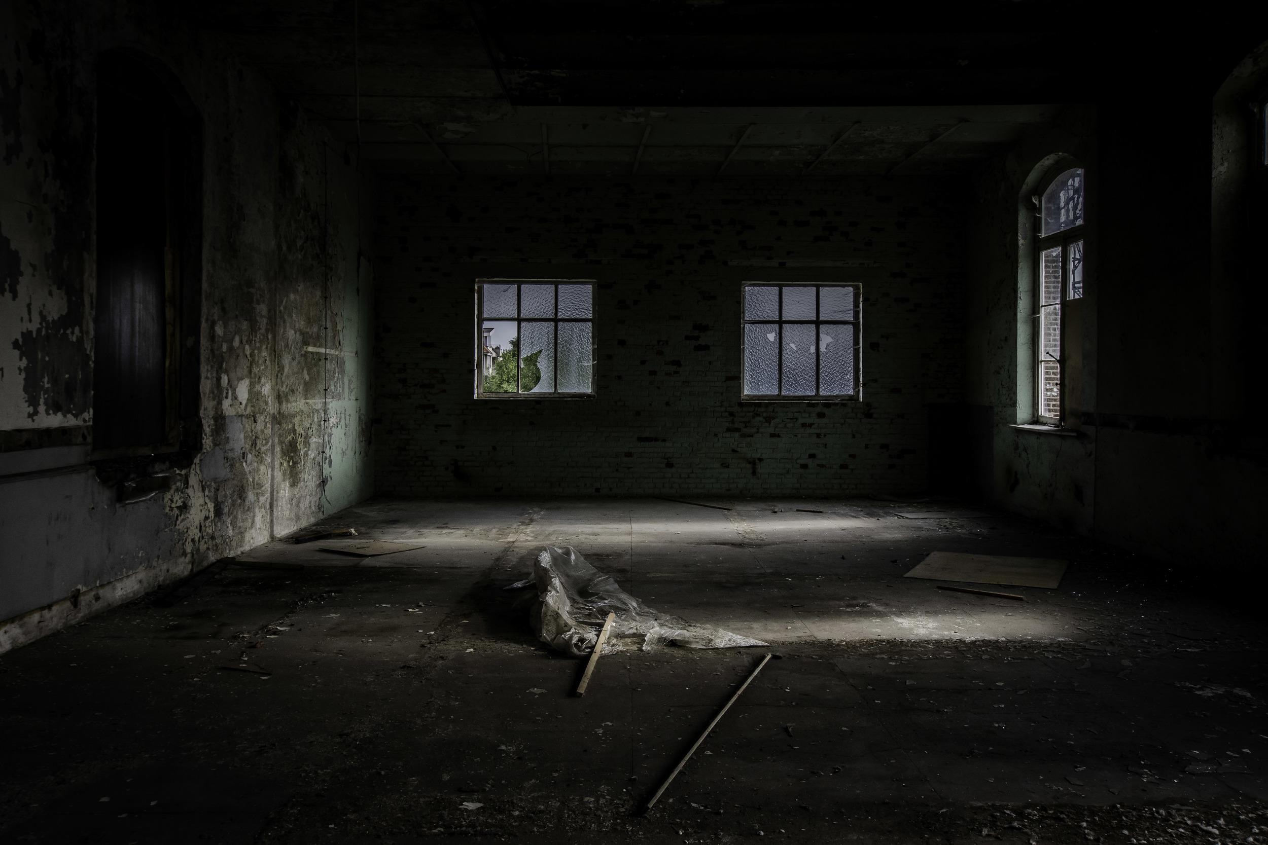 viewfinder-eigenzinnige-fotografie-urbex-vergane-glorie-oude-papierfabriek-seminariezaal-hoek