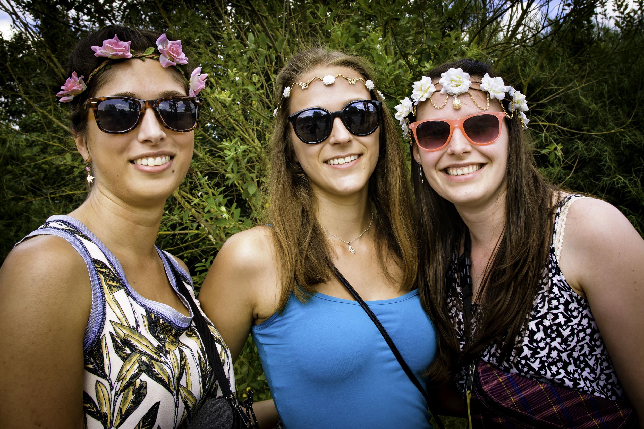 viewfinder-geen-eigenzinnige-fotografie-wel-snapshots-tomorrowland-themadness-2016-flowergirls-je-bent-van-belgie-1