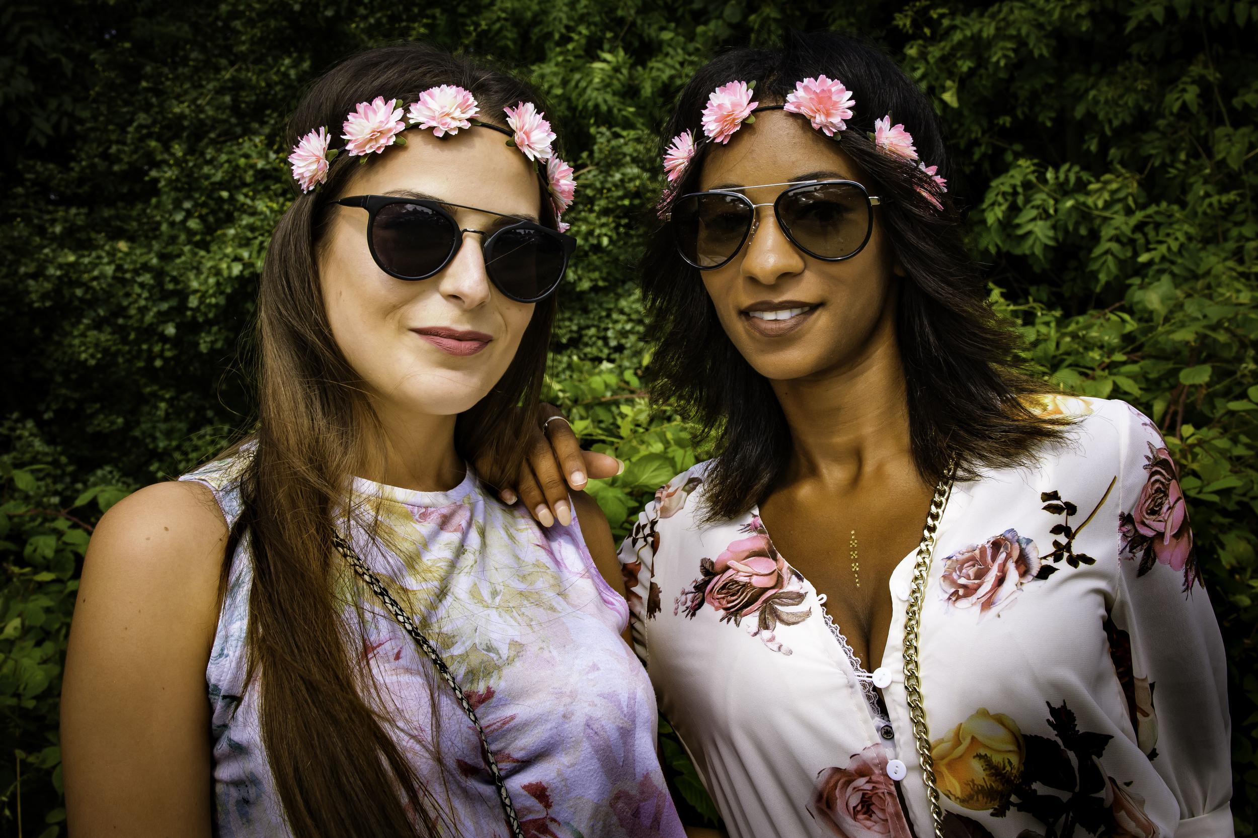 viewfinder-geen-eigenzinnige-fotografie-wel-snapshots-tomorrowland-themadness-2016-flowergirls-parking-france-francais-no-english