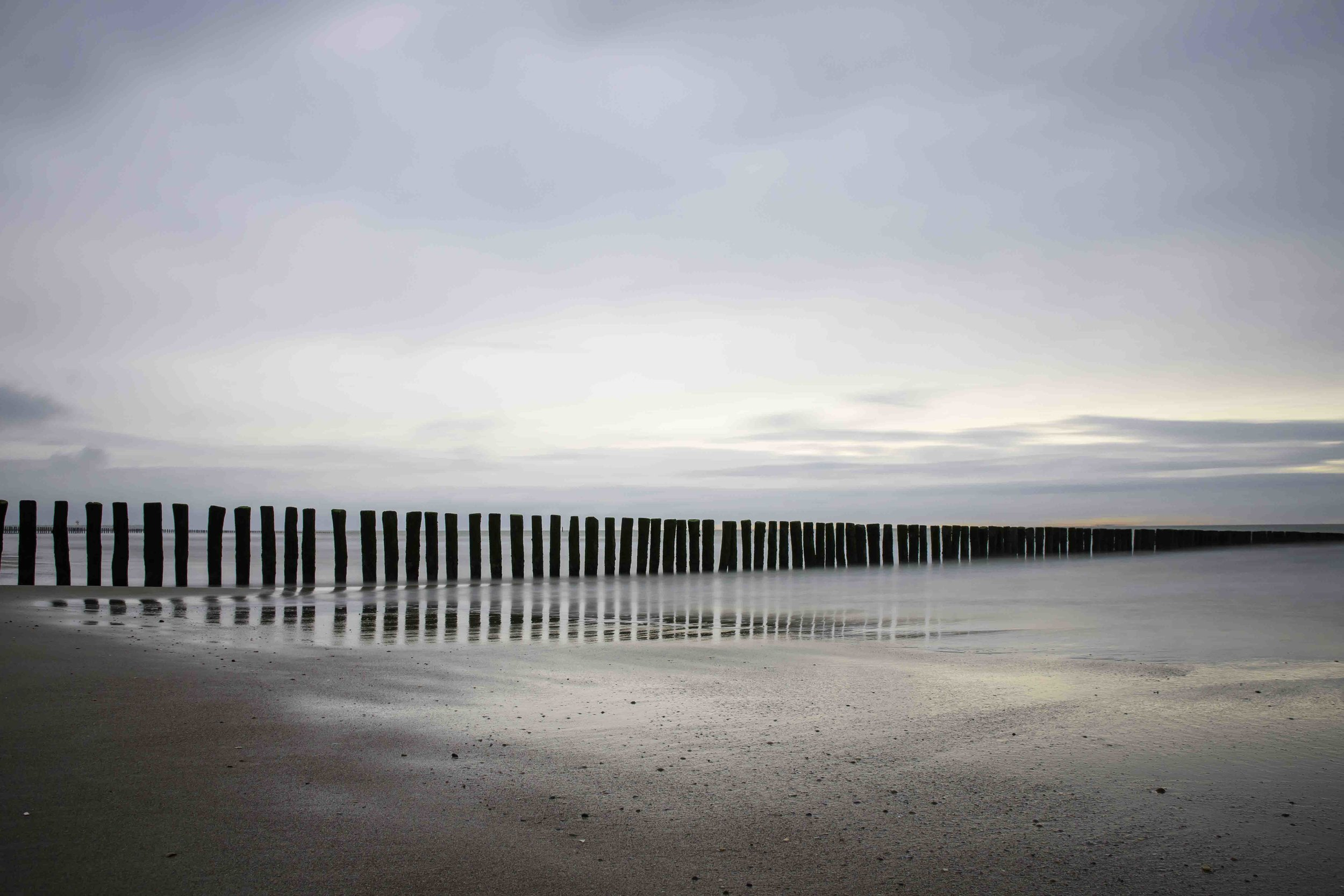 viewfinder-strand-cadzand-golfbreker-long-exposure-mirror-of-our-mind