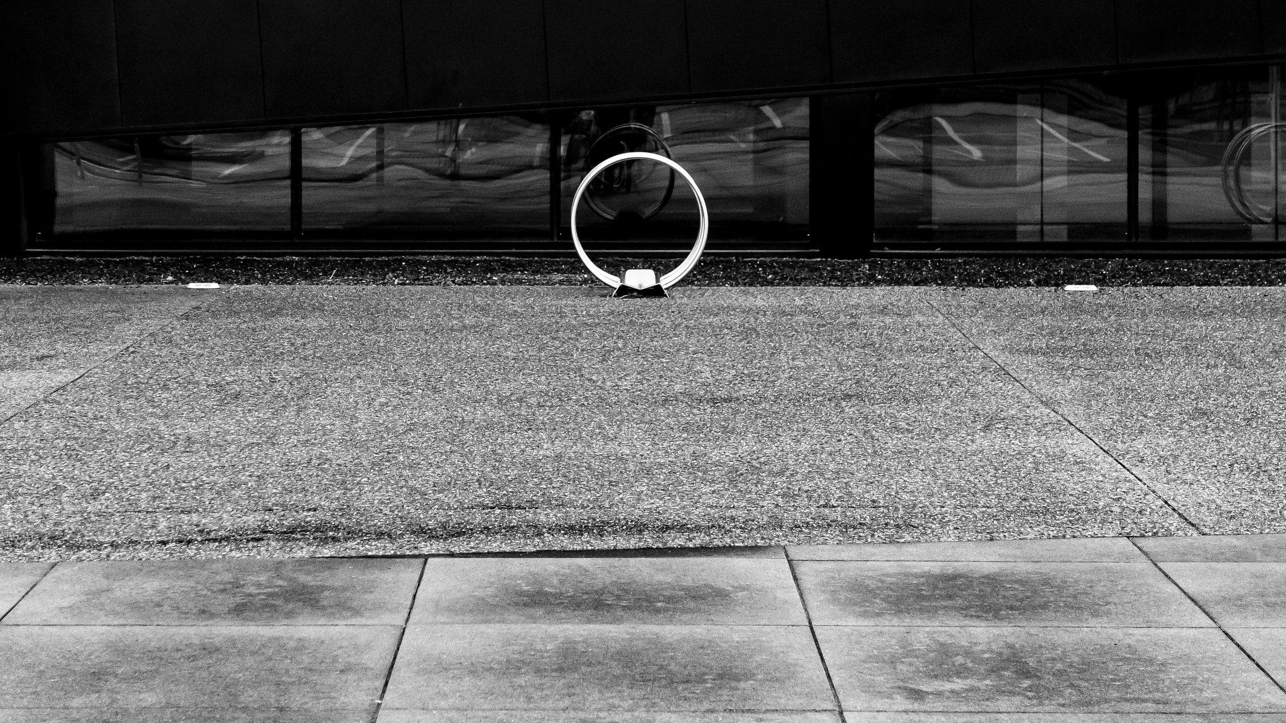viewfinder-eigenzinnige-fotografie-lijnen-vormen-minimalisme-parking-1