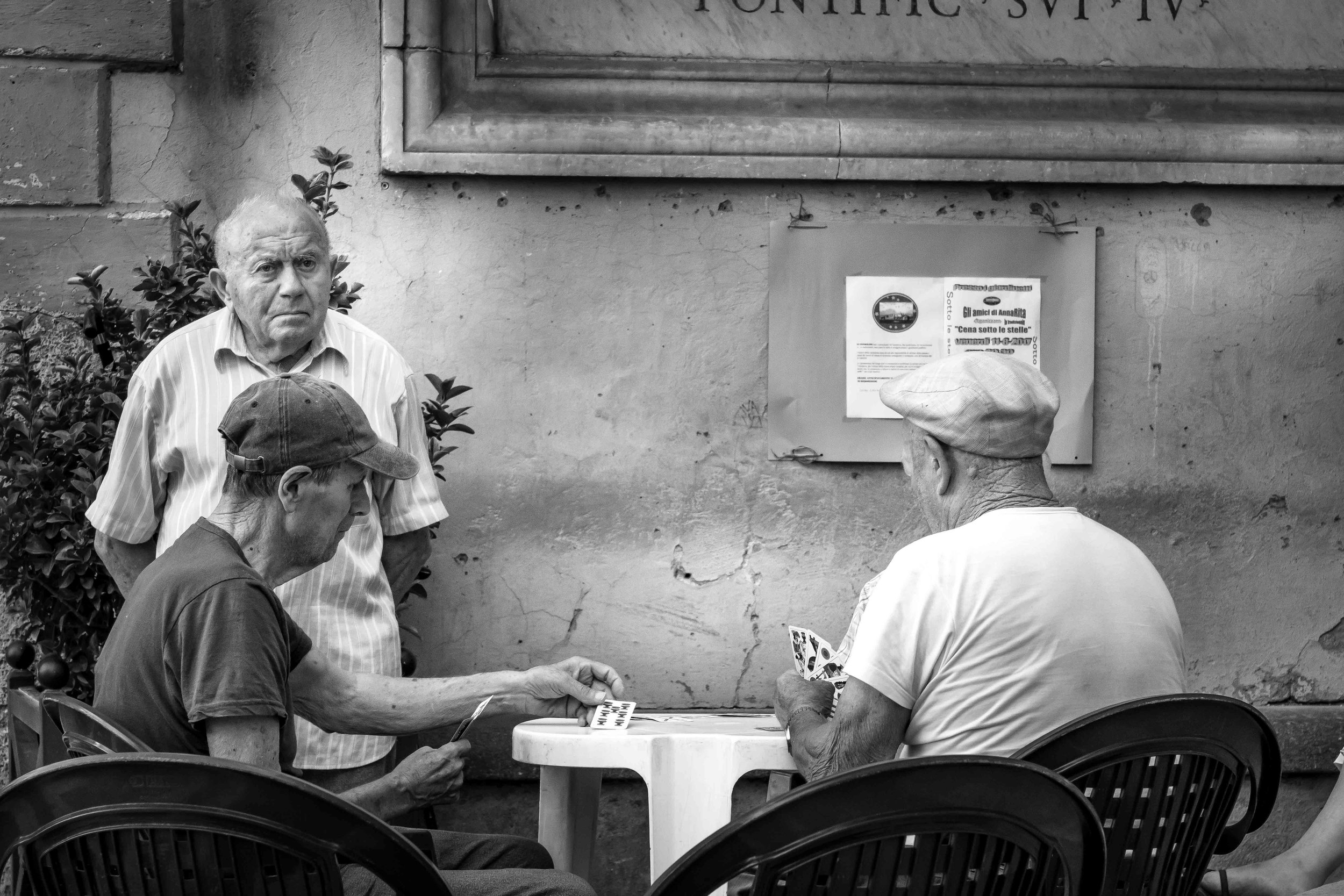 viewfinder-straatfotografie-oude-mannen-in-Collevecchio-4.jpg