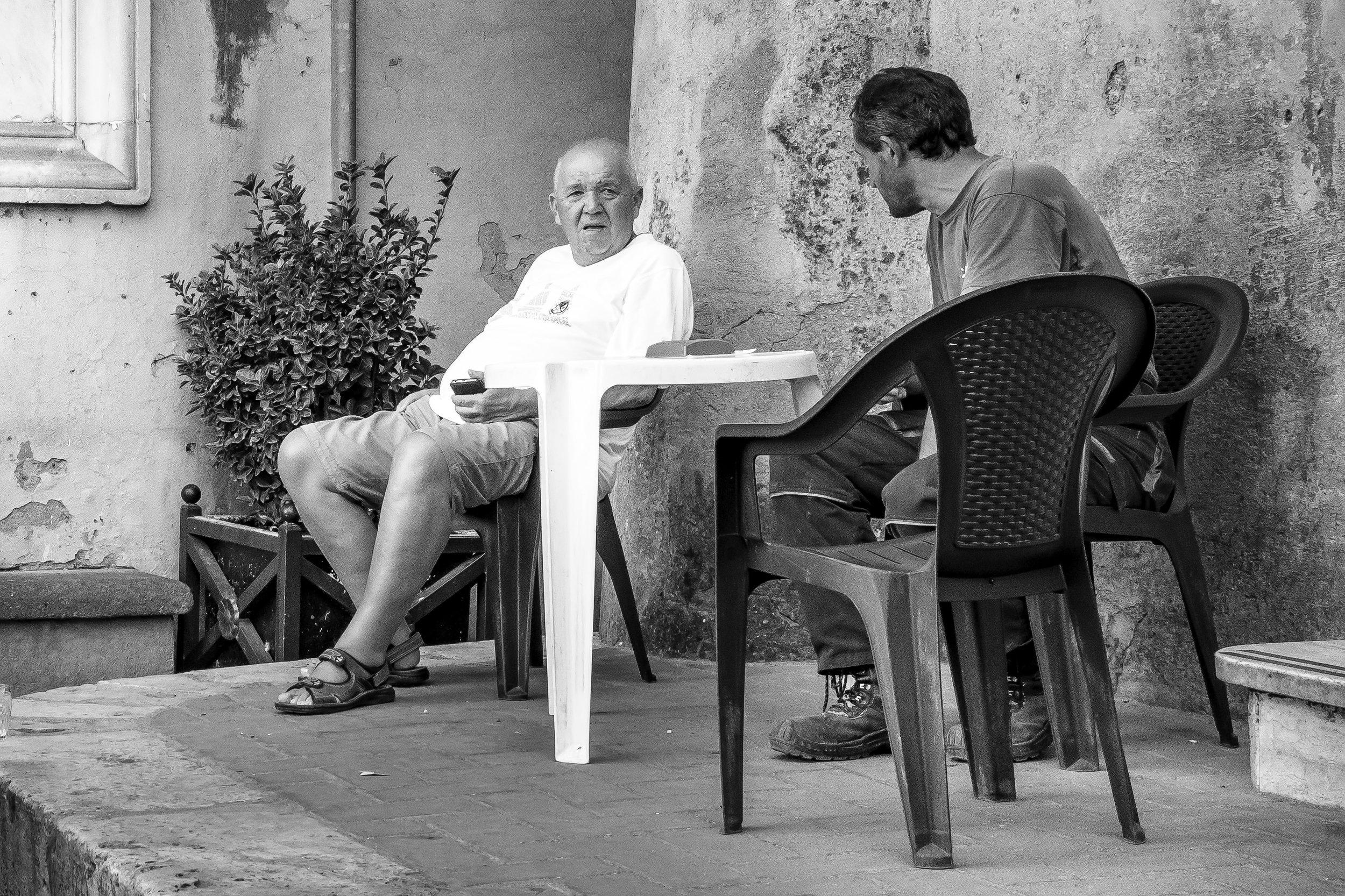 viewfinder-straatfotografie-oude-mannen-in-Collevecchio-12.jpg