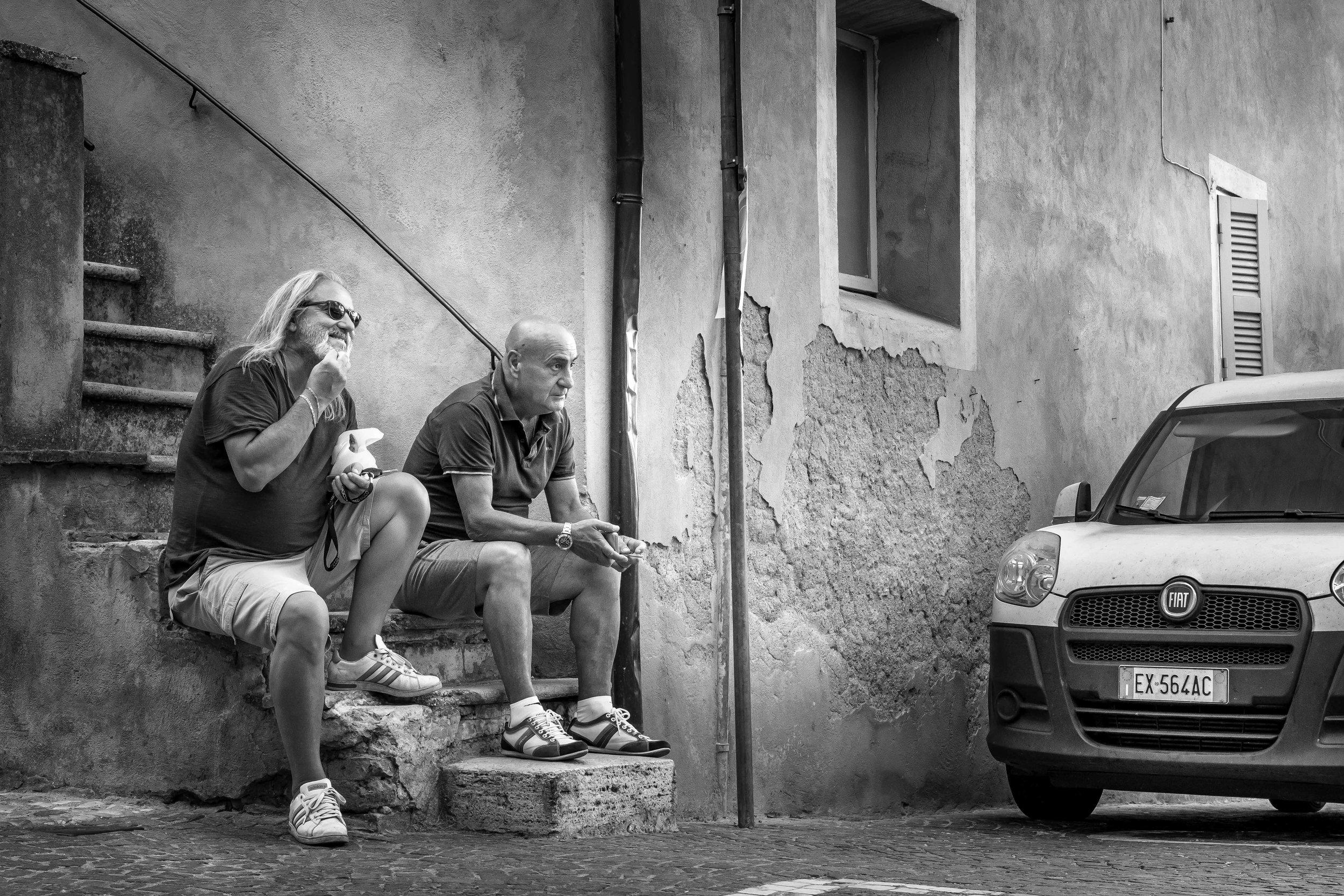 viewfinder-straatfotografie-oude-mannen-in-Collevecchio-13.jpg