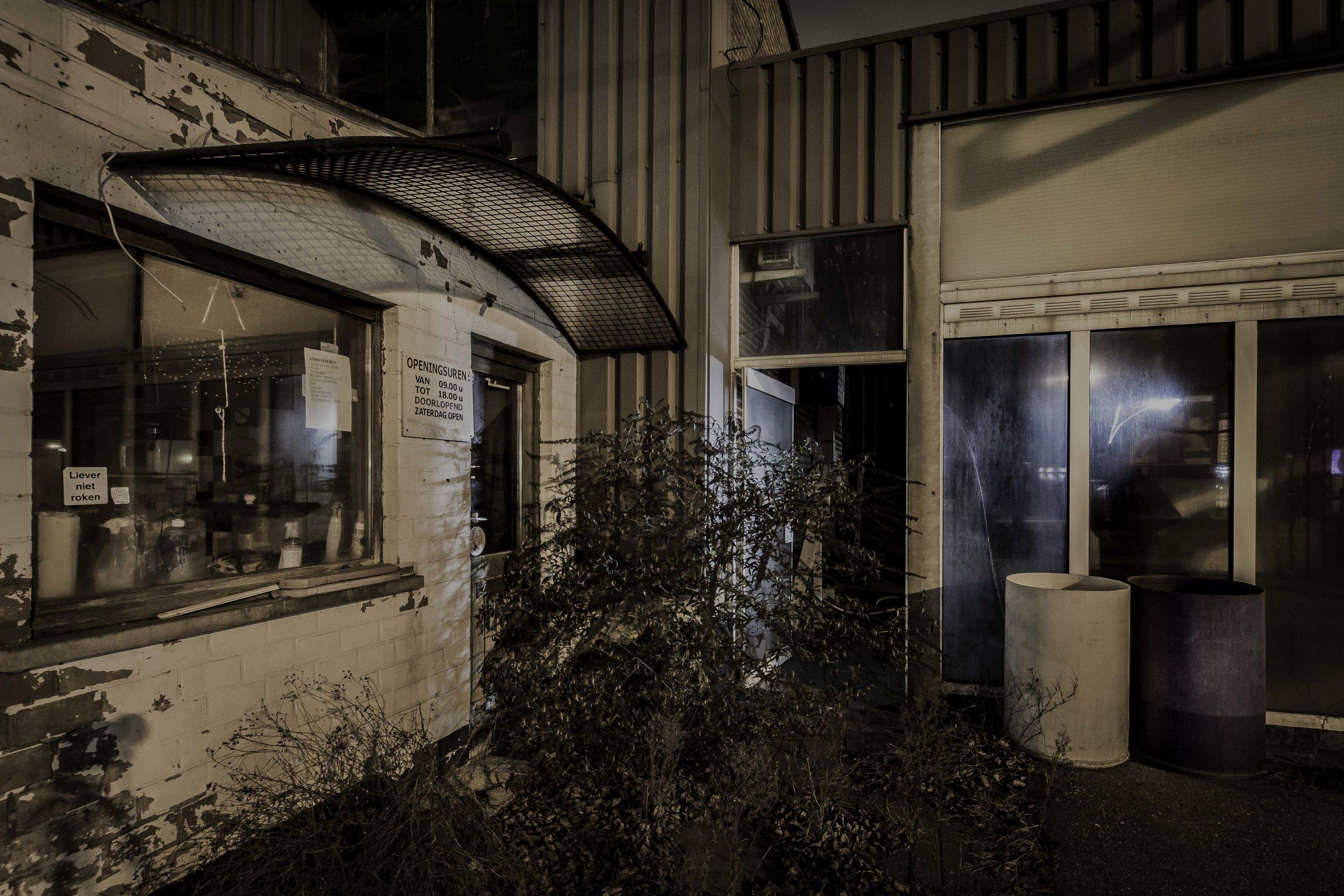 viewfinder-creativeboody-sven-van-santvliet-urbexfotografie-antwerpen-nachtfotografie-avondfotografie-verlaten-gebouwen-2