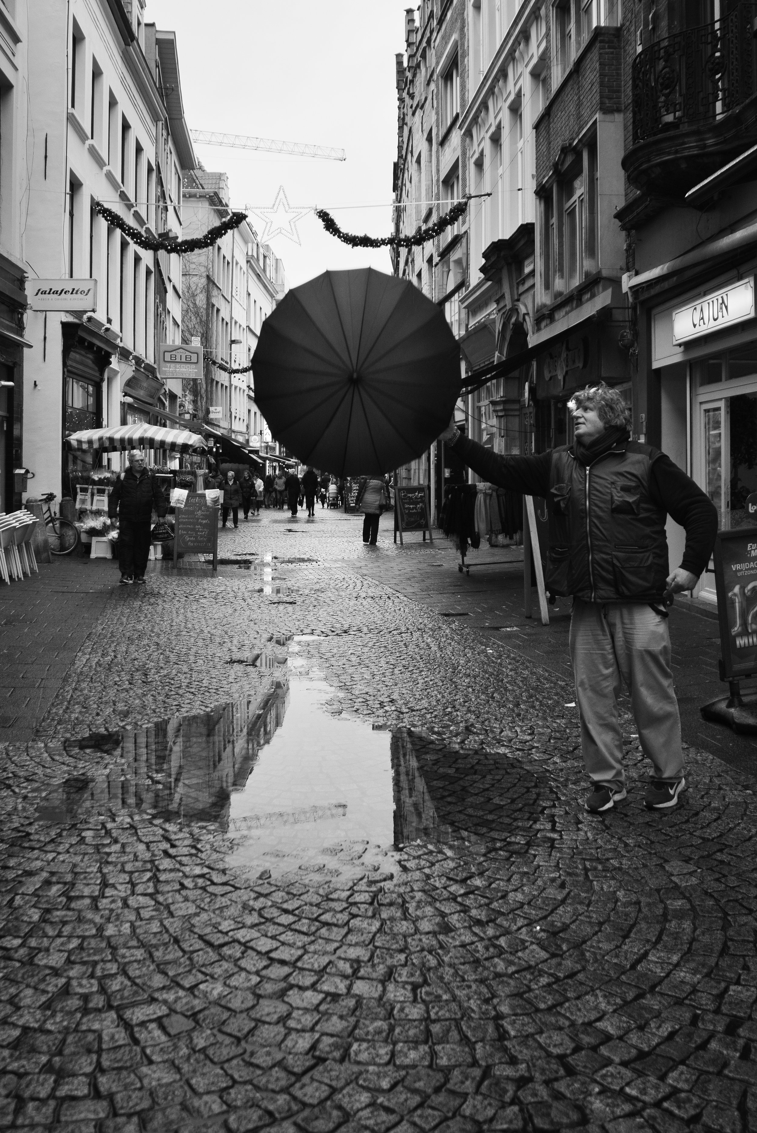 viewfinder_creativeboody_straatfotografie_antwerpen_paraplu^-2.jpg
