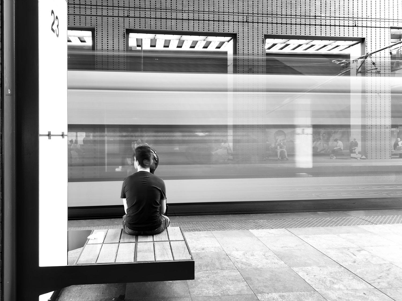 viewfinder-fotolief-jongen-centraal-station-antwerpen-long-exposure.jpeg