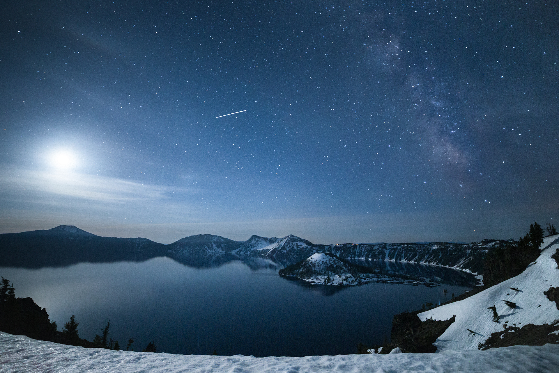 the national parks girl_crater lake national park_canon6d_wizard island_night photography_long exposure.JPG