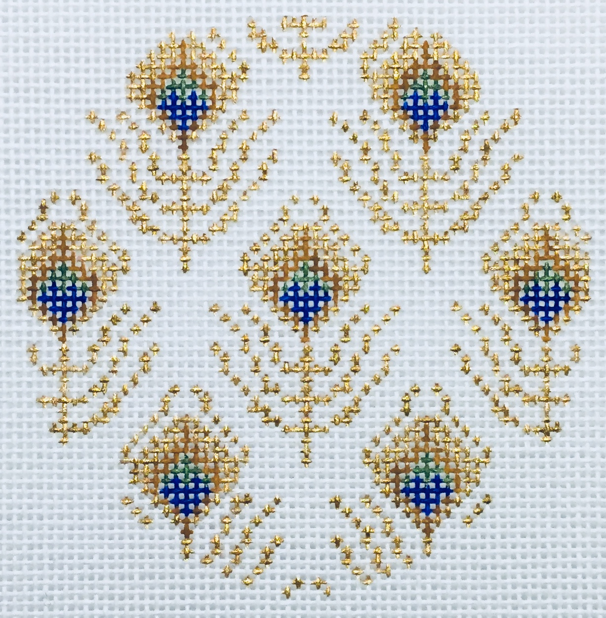 """Peacock Feathers Round 18I   3"""" round on 18 mesh"""