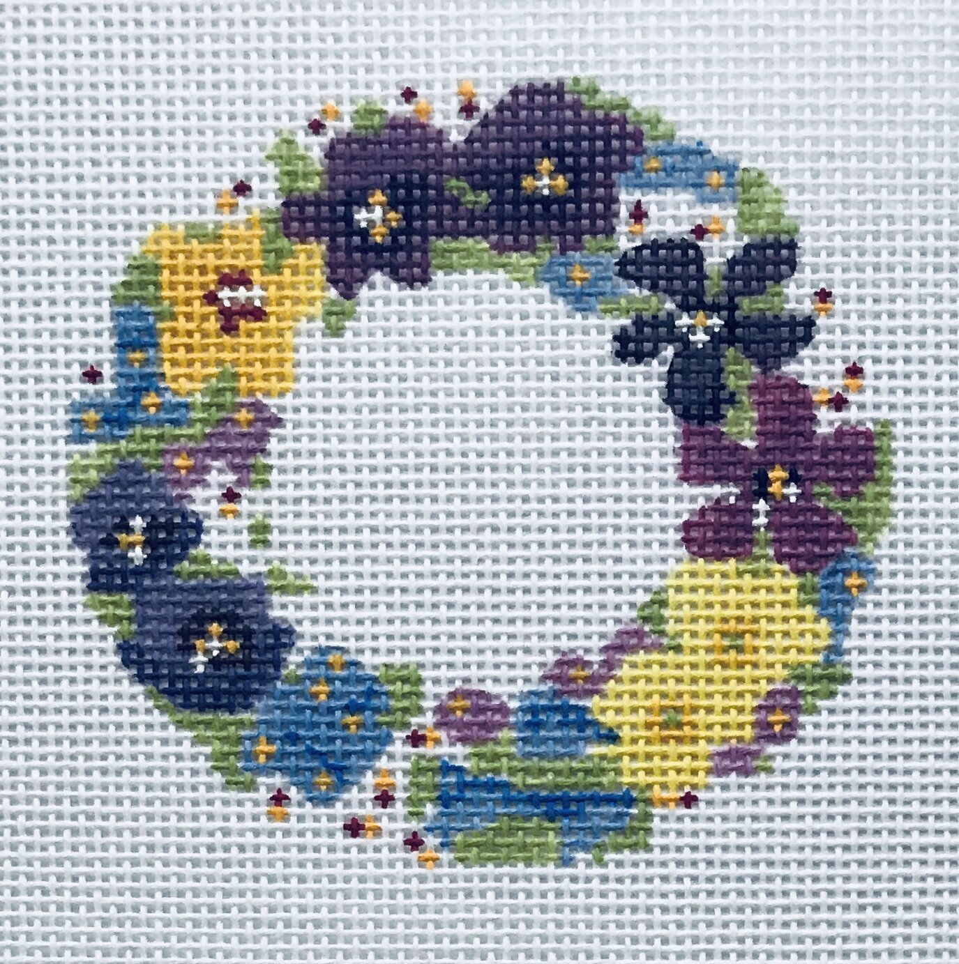 "Petit Fleur Wreath ALPF6   3"" round on 18 mesh"