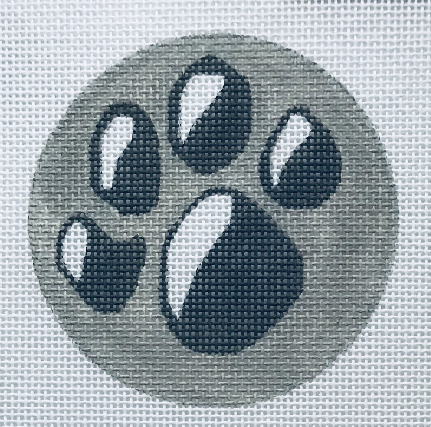 """Gray Paw Round (Stitch with your team colors) ALPA1   3"""" round on 18 mesh"""