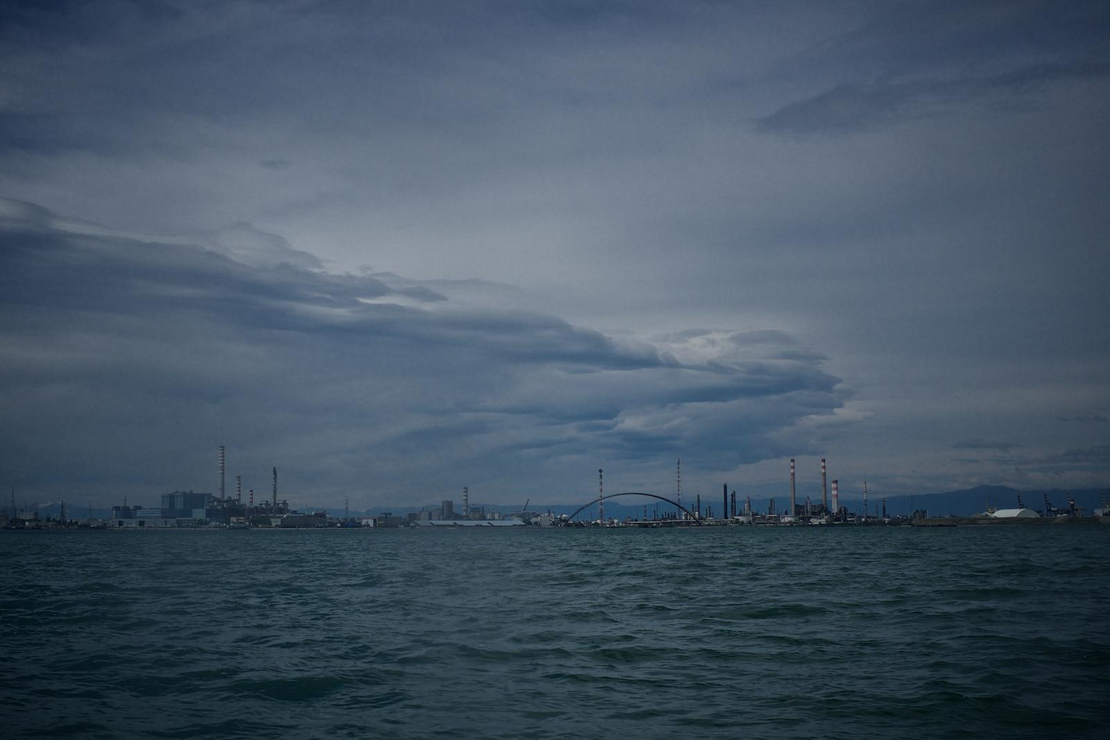 Veduta su Porto Marghera dalla laguna di Venezia, Maggio 2014.