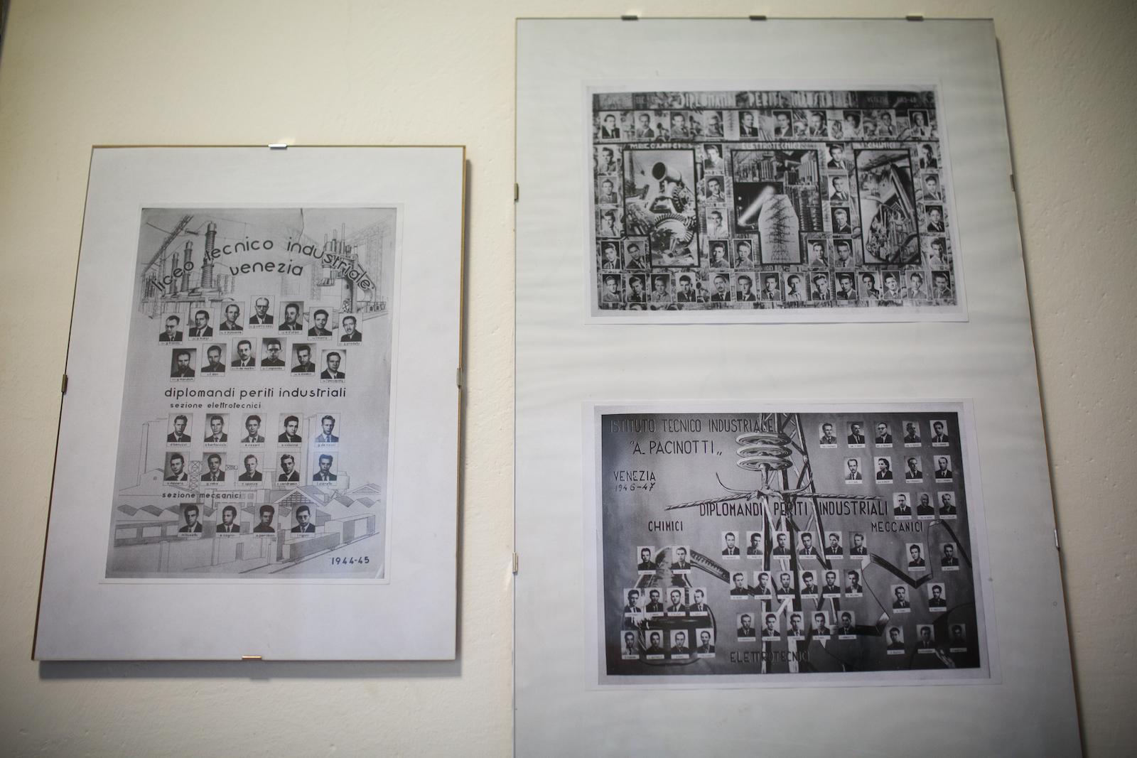 In un corridoio dell'ISS Pacinotti, alcuni quadri mostrano i primi diplomati dell'Istituto.Molti operai del Polo Industriale di Porto Marghera si formarono in questa scuola fin dagli anni Cinquanta. Mestre, Novembre 2014.