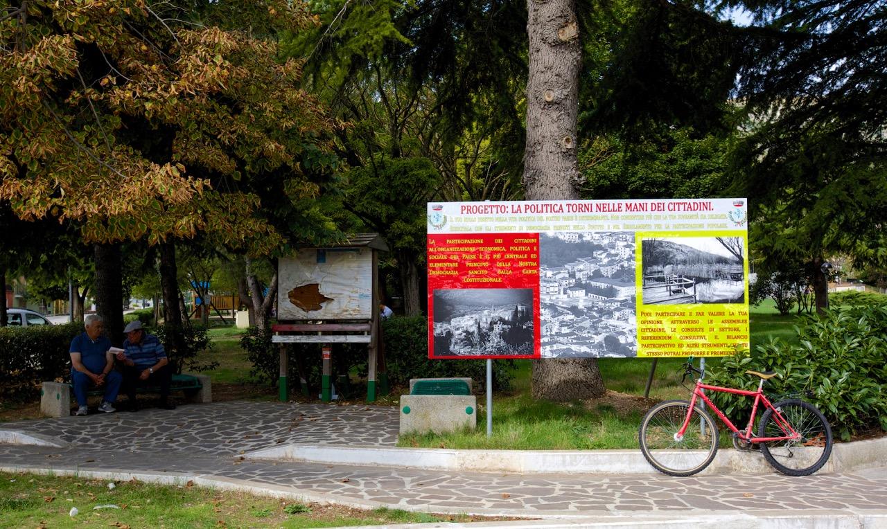 Pubblicità della Gran Sasso Energie in Piazza Madonnina. Bussi sul Tirino (Pescara), 2014.