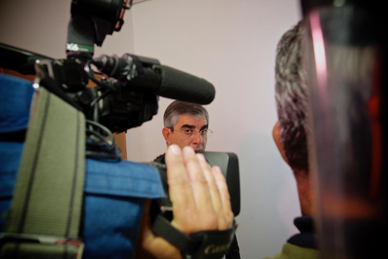 Il presidente della Regione Abruzzo Luciano d'Alfonso, dopo l'udienza a porte chiuse del 17 ottobre 2014, Tribunale penale, Chieti.