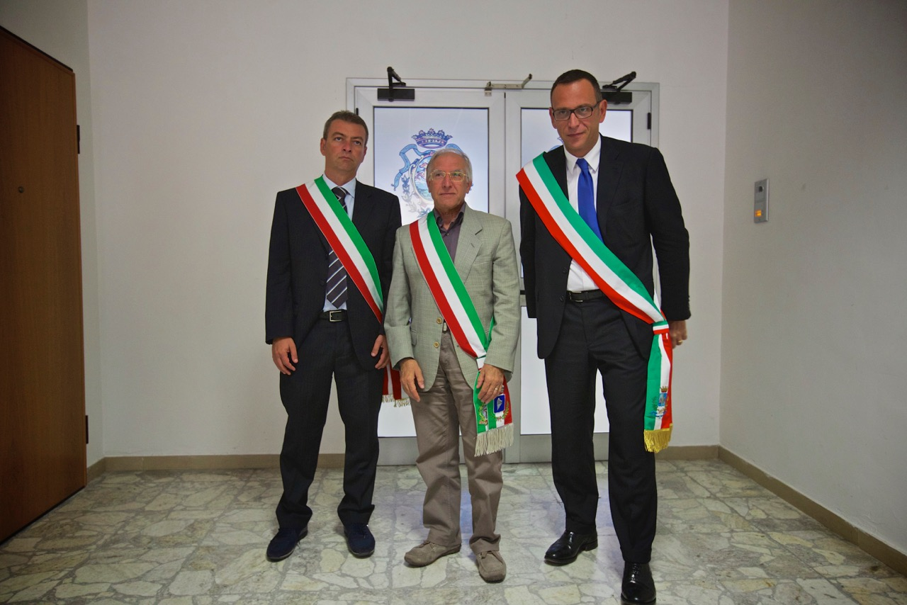 A destra il sindaco di Pescara Alessandrini con due suoi colleghi della Val Pescara, durante l'intervallo nelle deposizioni dell'accusa, 24 ottobre 2014,Tribunale penale, Chieti.