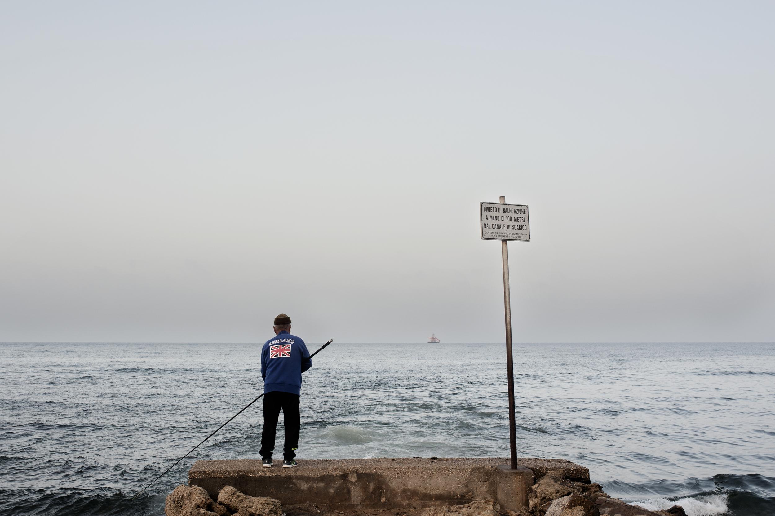Il mare è una risorsa molto importante per Civitavecchia: un bene fondamentale sia per le attività commerciali che per quelle ricreative, come la pesca sportiva il surf e la vela. (Giulia Morelli)