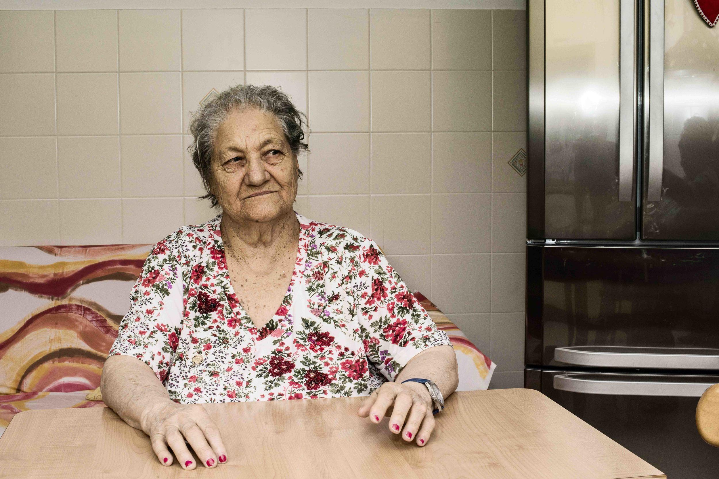 Elide Addafati, cittadina di Civitavecchia, ha fatto parte del progetto diEpidemiologia Popolare     che prevede un lavoro di recupero della memoria dei suoi storici abitanti, testimoni delle drammatiche trasformazione della città. Giugno, 2014. (David Pagliani Istivan)