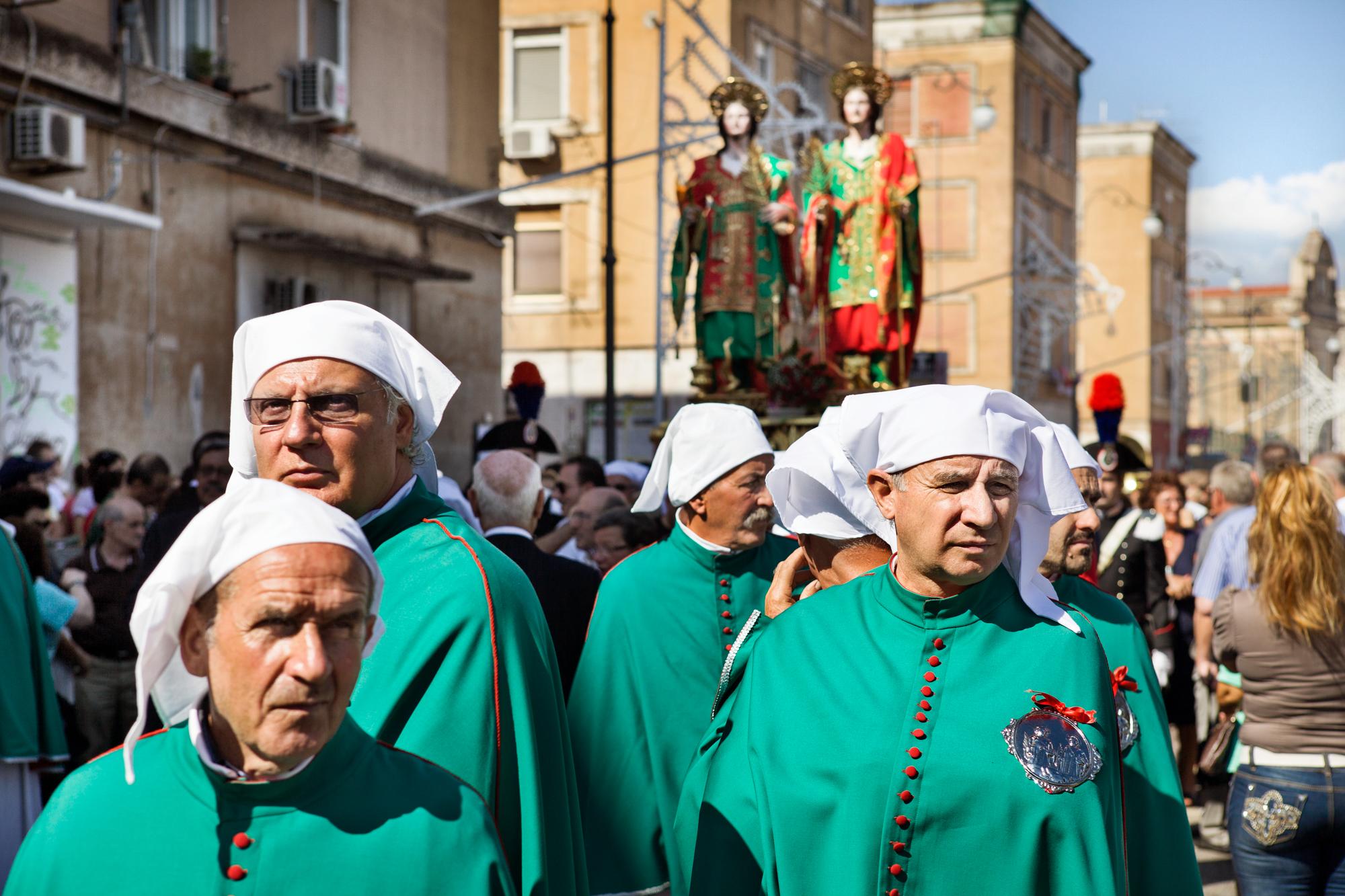 Taranto, Italia, 26 Settembre 2013. Processione dei santi medici Cosma e Damiano lungo la marina della Città Vecchia di Taranto.