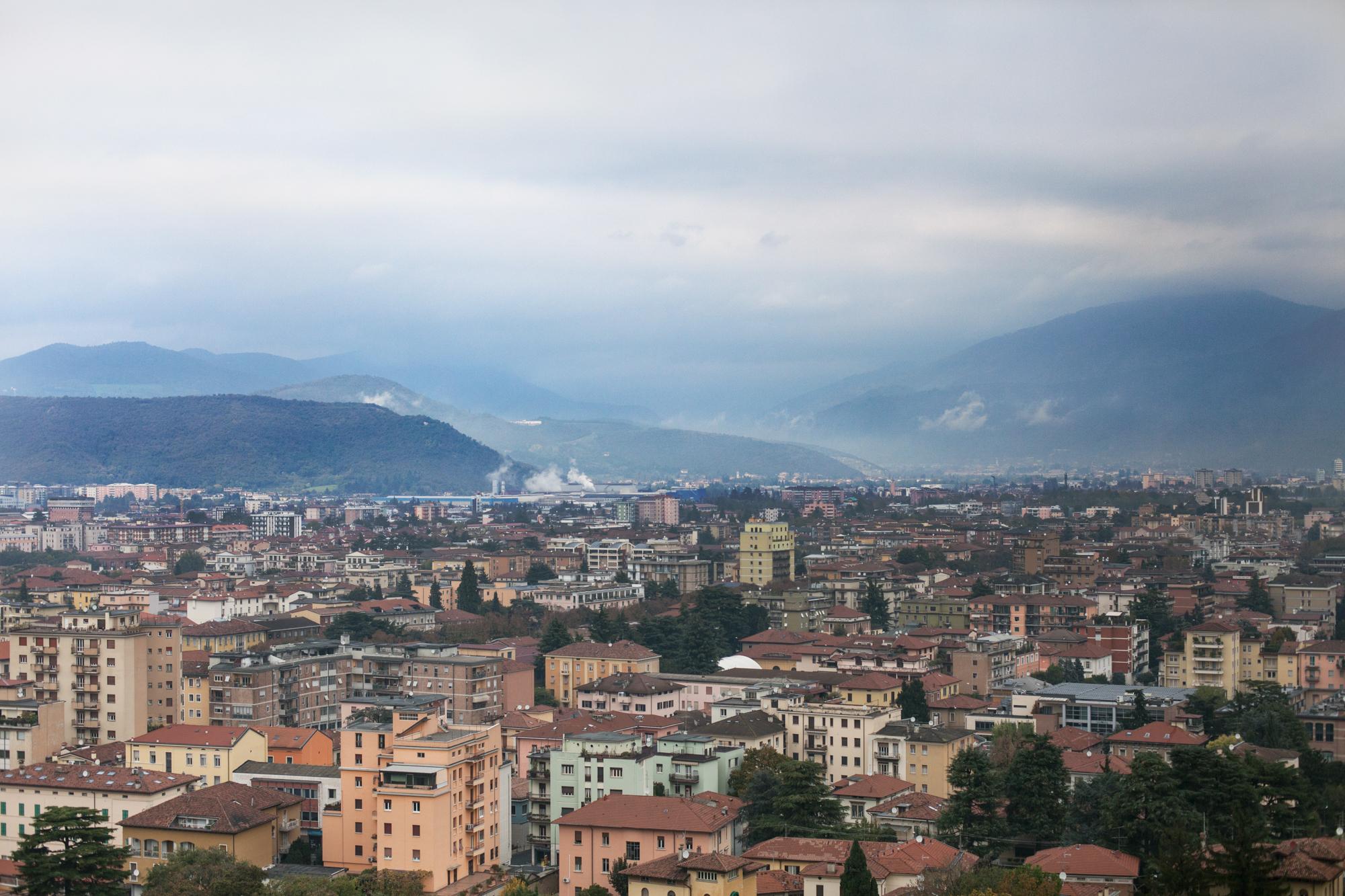 Vista sulla zona industriale di Brescia. L'azienda Caffaro si trova a soli due km dal centro della città.Brescia / Italia. Ottobre 2013.