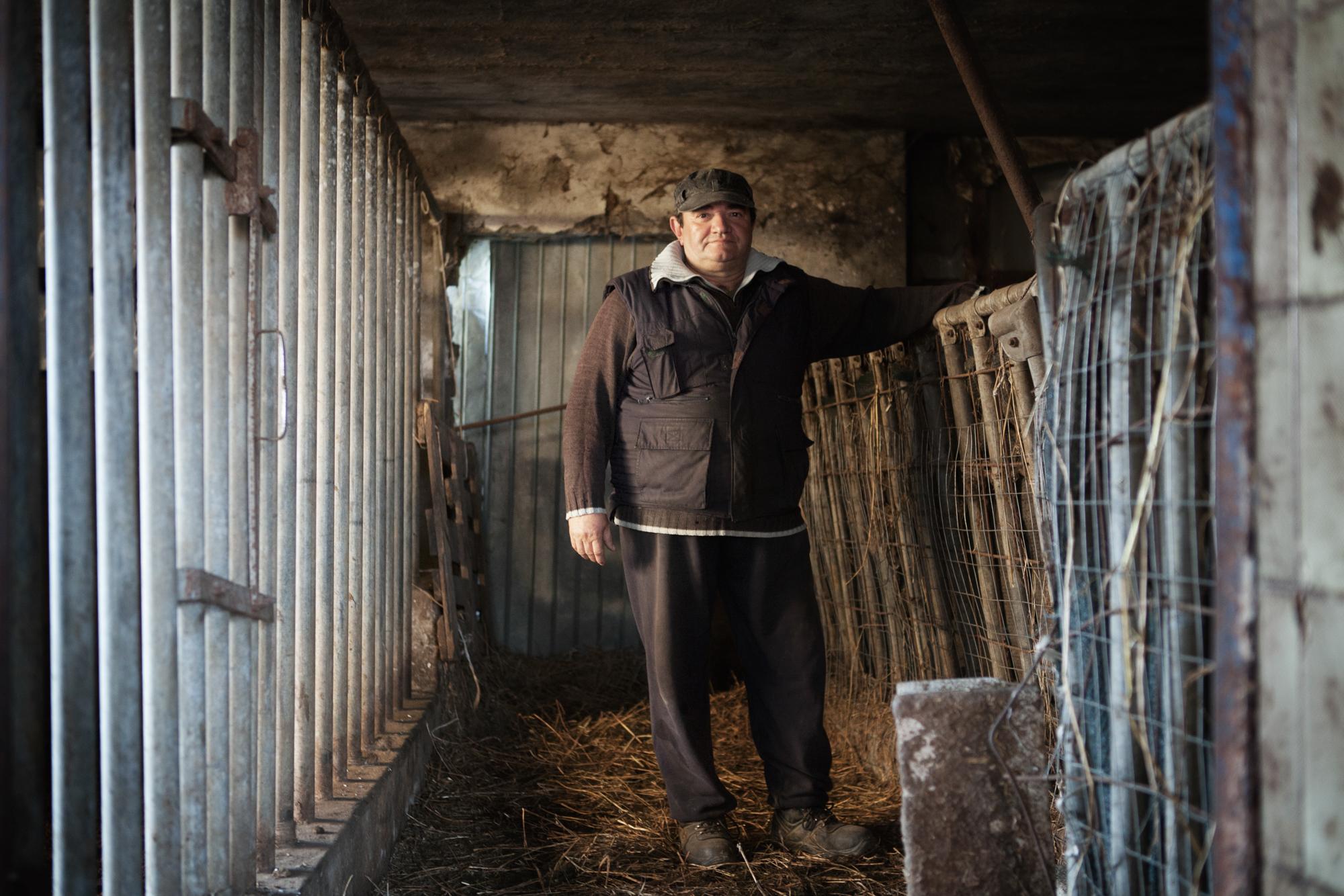 Enrico T. ha ereditato l'azienda agricola dal padre. Nel 2005 sotto ordinanza dell'ASL ha abbattuto circa 250 animali. La sua azienda ha chiuso per l'alto tasso di inquinamento dei terreni.Colleferro, dicembre 2013