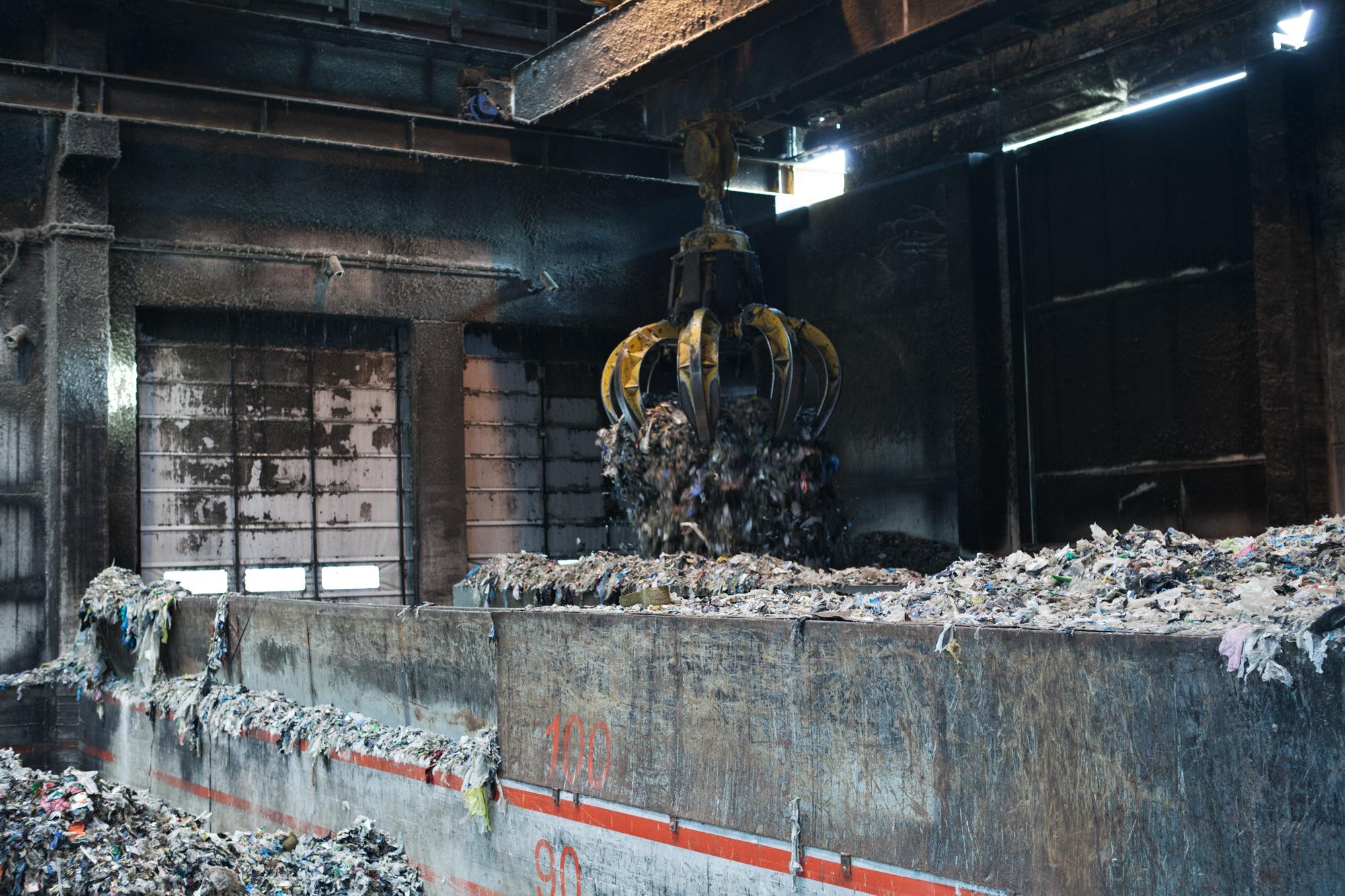 Impianto di termovalorizzatore. Ogni giorno sono bruciate circa 500tonnellate di rifiuti solidi urbani. Nel 2009 sono stati rinvenuti rifiuti di derivazione industriale incompatibili con il tipo di impianto.Colleferro, novembre 2013