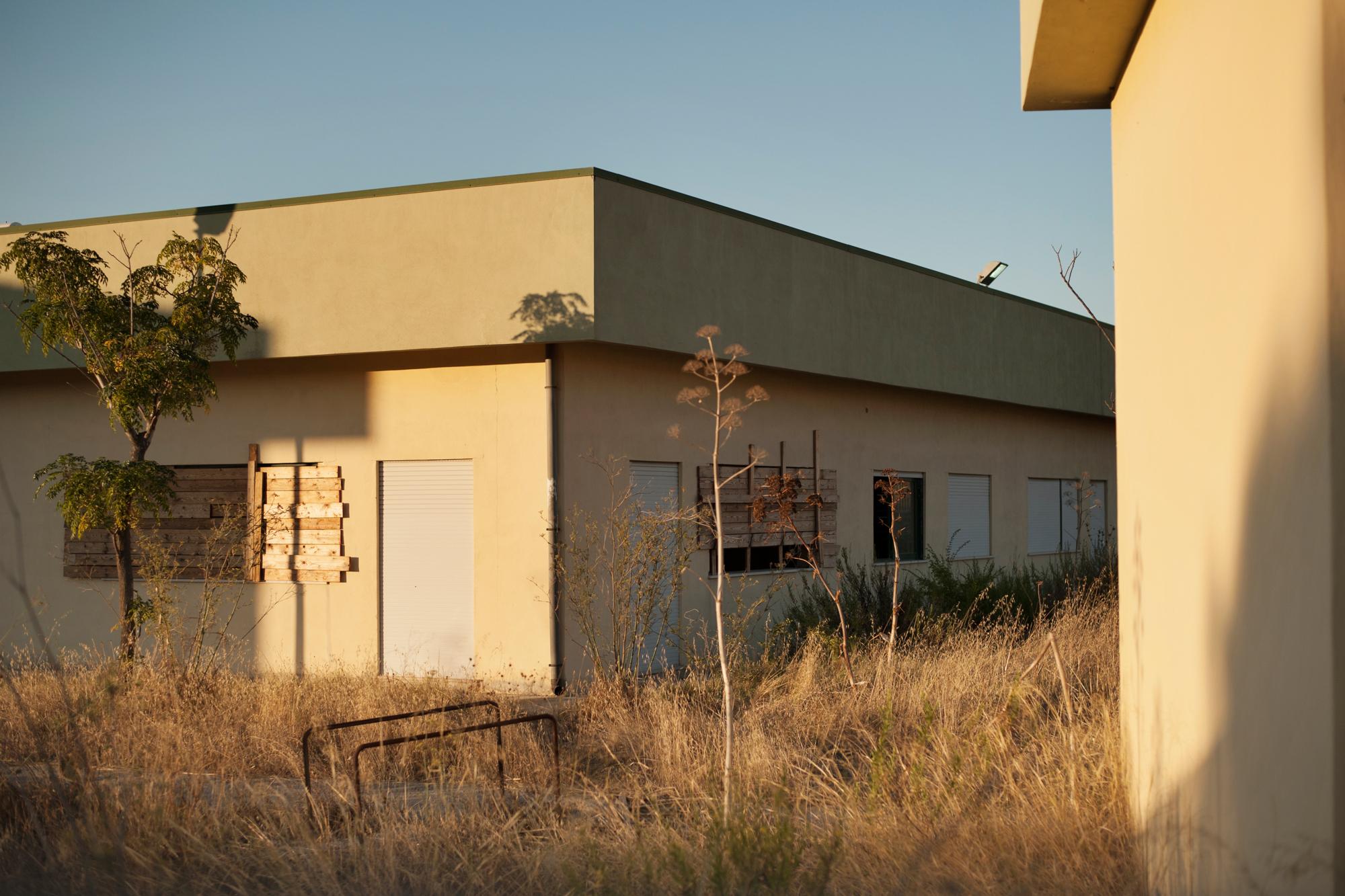 Italia. Crotone 2013: La scuola elementare San Francesco Alcmeone, uno dei pochi siti tutt'ora chiuso e quindi inutilizzato.