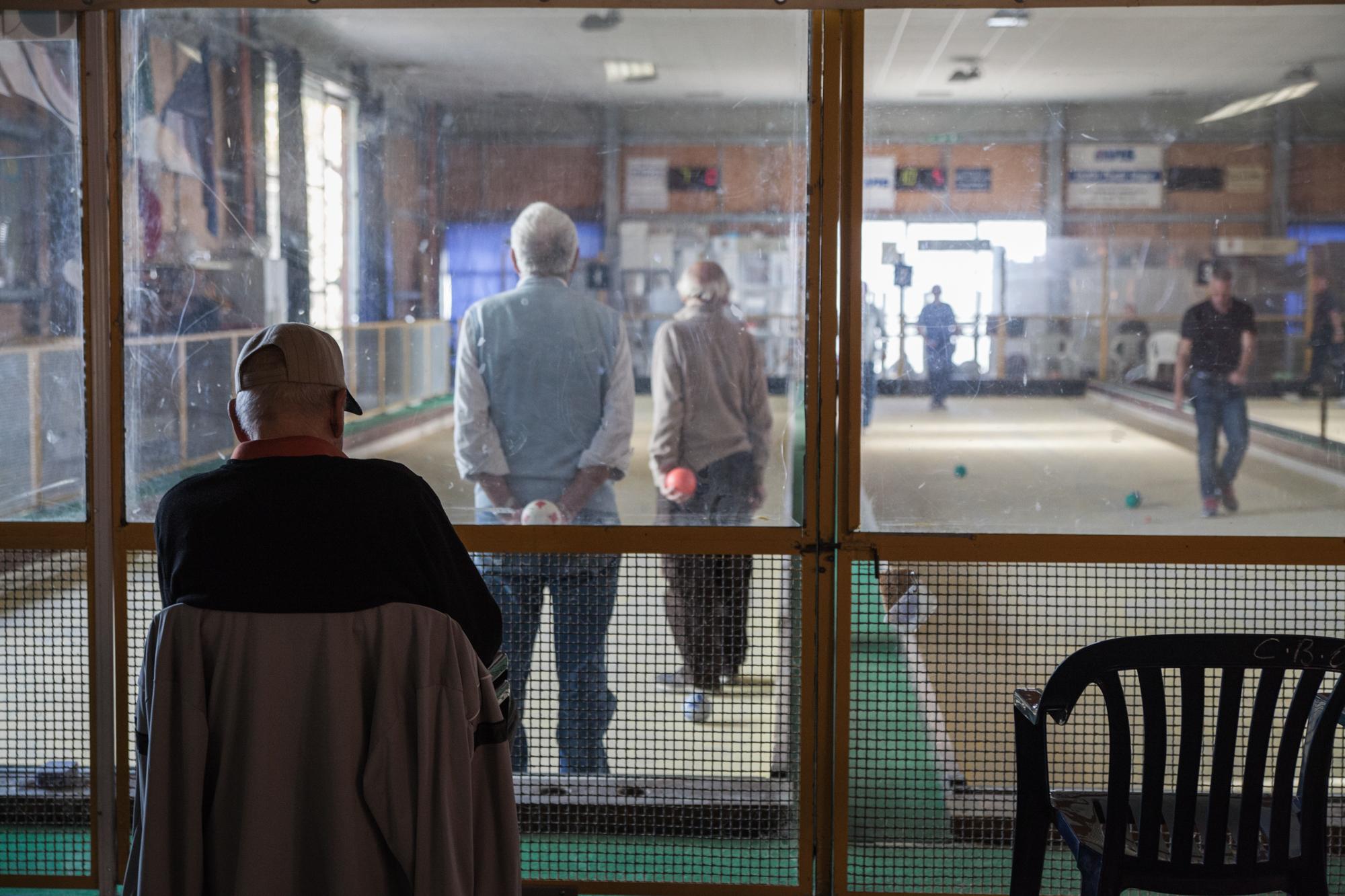 Il Circolo Bocciofilo di Orbetello (Grosseto), 2015.Molti ex-dipendenti andavano a giocare a bocce dopo il lavoro in fabbrica. Oggi, tra i pochi lavoratori vivi, molti frequentano ancora il Circolo.