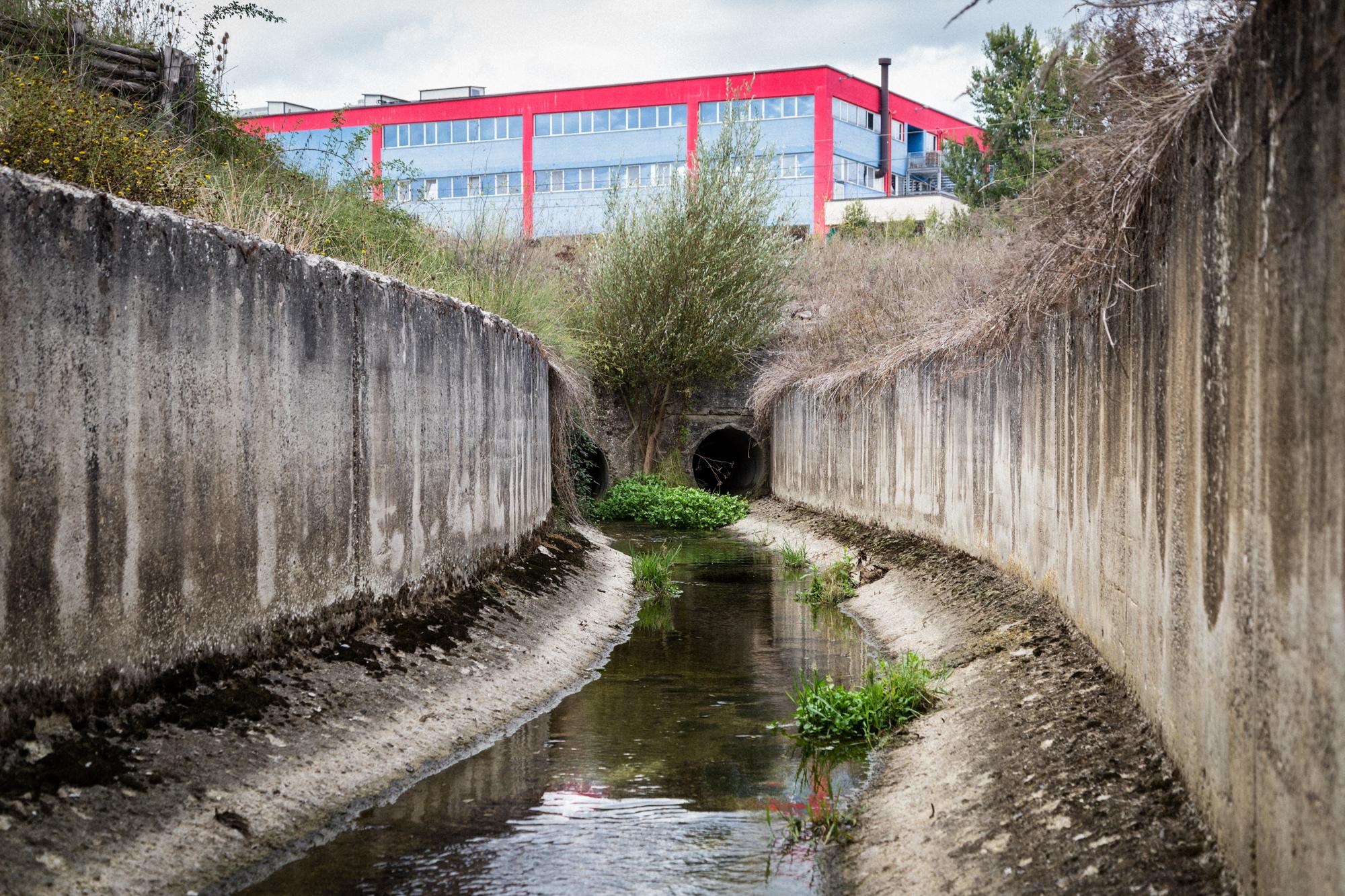 Nel 2009 veniva emessa l'ordinanza di divieto assoluto dell'utilizzo delle acque del Torrente Tora. Secondo il continuo controllo della falda acquifera, risulta ancora presente una contaminazione diffusa evidenziata anche dalle precedenti campagne di monitoraggio partite già nel 2005. Tito (Zona Industriale), Ottobre 2015