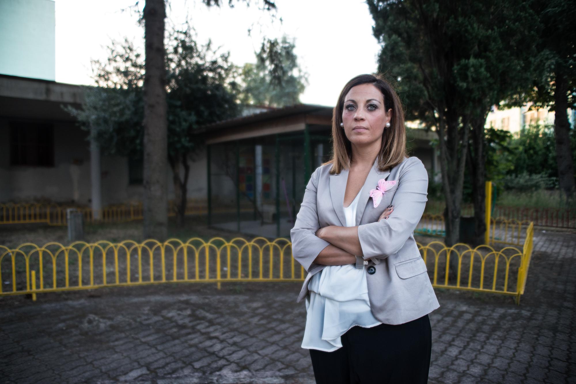 Parco Verde, Caivano, (NA), 2015. Anna, membro dell'associazione  Noi Genitori di Tutti , che riunisce coloro che hanno perso un figlio per tumori causati da inquinamento ambientale.