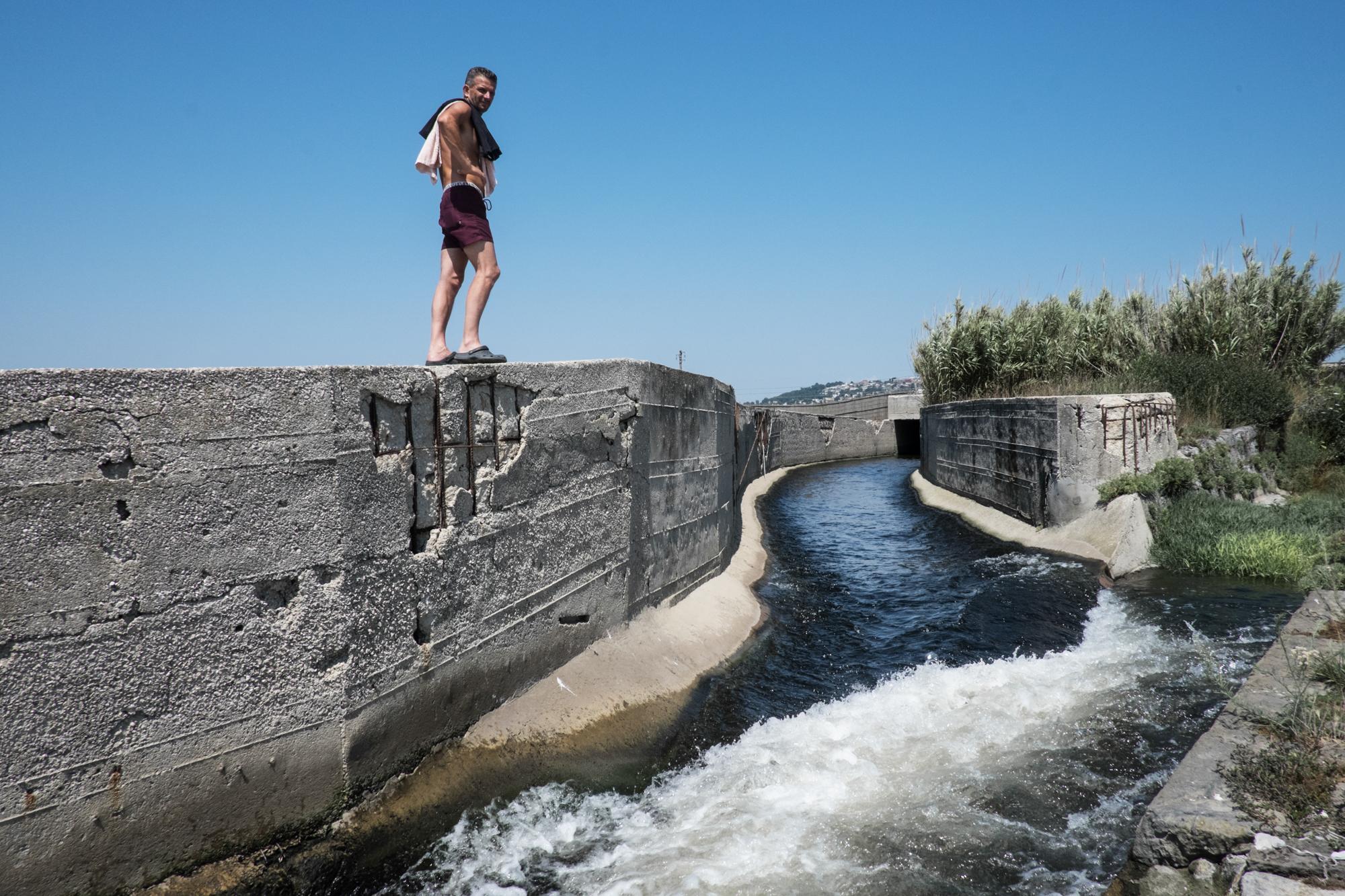 Depuratore di Cuma, Pozzuoli, (NA), 2015. E' uno dei più grandi depuratori della Campania; l'acqua porta con sè le sostanze tossiche rilasciate dalla zona industriale di Giugliano.