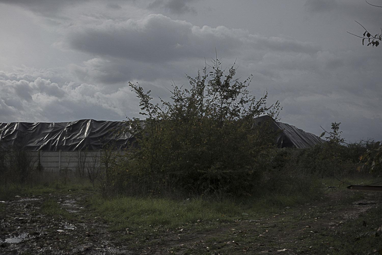 """Giugliano in Campania, Napoli, 2017. Una delle tante piramidi di """"eco""""balle nel sito di stoccaggio Masseria del Re."""