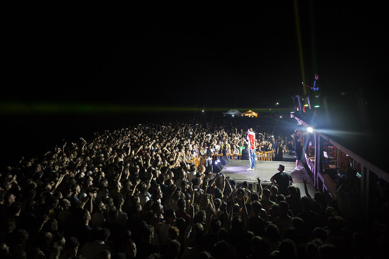Il passaggio della condotta TAP avverrà a poche decine di metri di distanza dalla dance hall Mamanera Reggae Beach, che durante il periodo estivo ospita eventi frequentati da migliaia di persone, tra cui molti turisti.San Foca, lido San Basilio Agosto 2017. © Giuseppe Laera