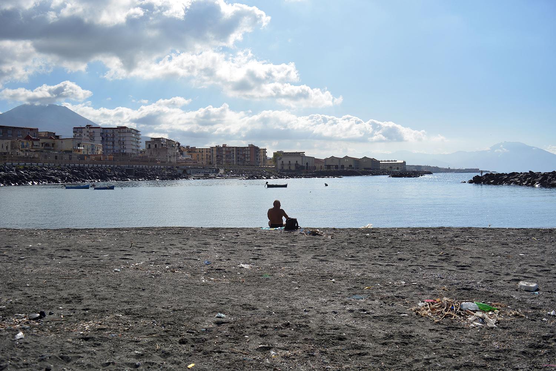 San Giovanni a Teduccio (Napoli), 2017. Divieto di balneazione a causa degli scarichi non controllati. © Alice Tinozzi