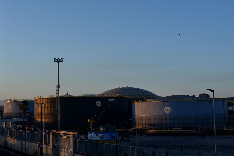 Polo industriale (Napoli), 2017. Deposito attivo della Kuwait (Q8) nonostante il sequestro nel 2015. © Alice Tinozzi