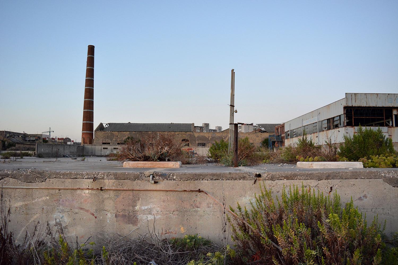 San Giovanni a Teduccio (Napoli), 2017. Lungomare caratterizzato dalle vecchie fabbriche della Corradini.© Alice Tinozzi