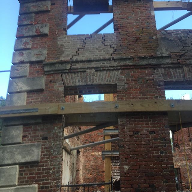 Moby 's crew is doing very professional work to finish the Preservation Project at Brick House. Taking out the rusted iron jack arch supports, putting in stainless steel supports and pointing the bricks. About half done and looking fantastic. BH Ruins to be on EIHS tour October 26.