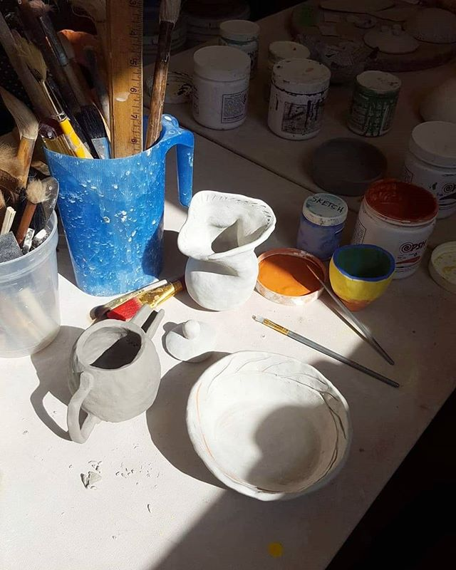 quiet sunday afternoons making tiny vessels to hold whats overflowing. thank u kamika @bumbho_clay for putting together these handbuilding clay classes. carving out time to spend w the earth is one of my highlights this summer
