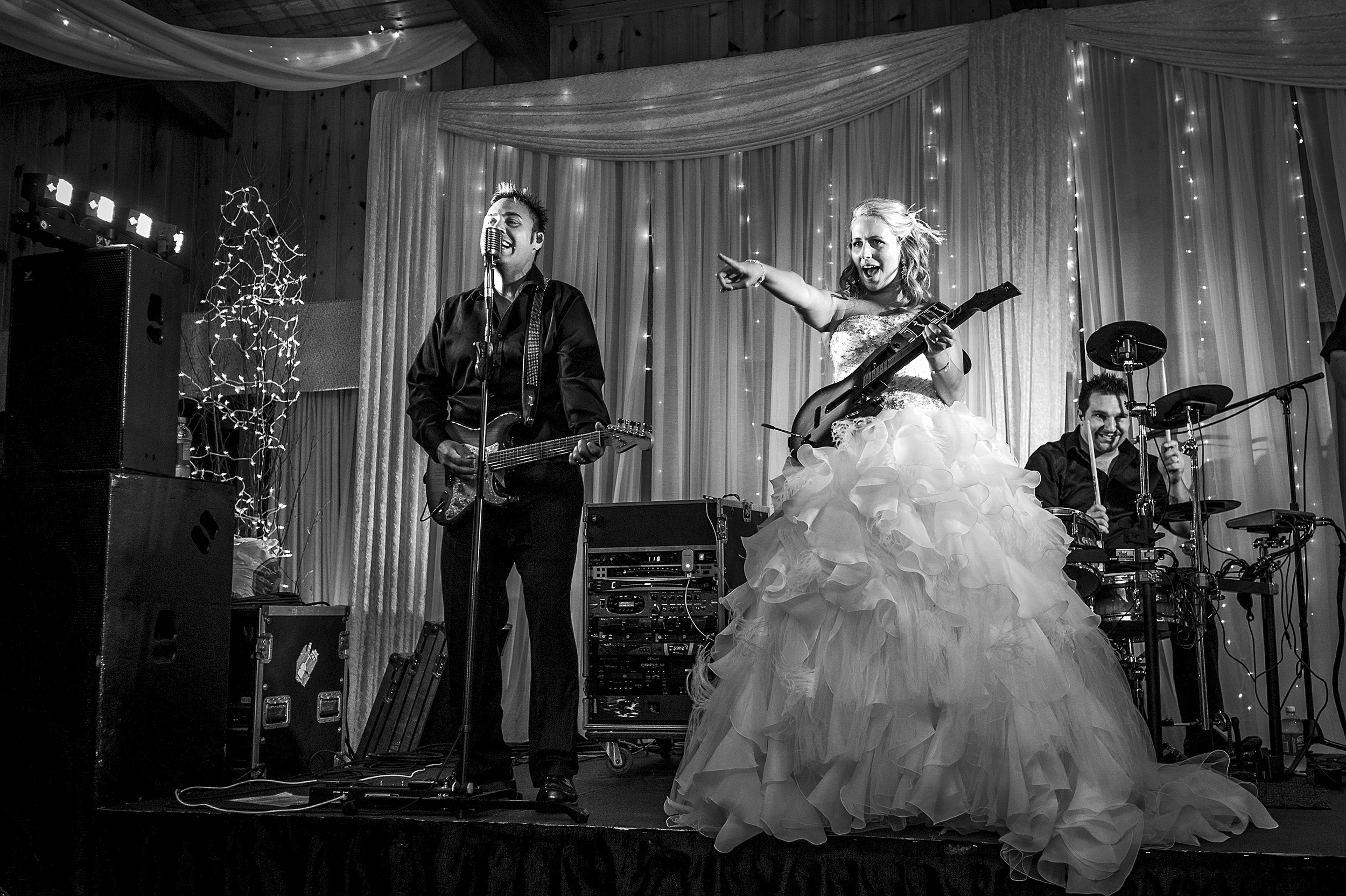 bride playing guitar with band at cottage wedding ottawa