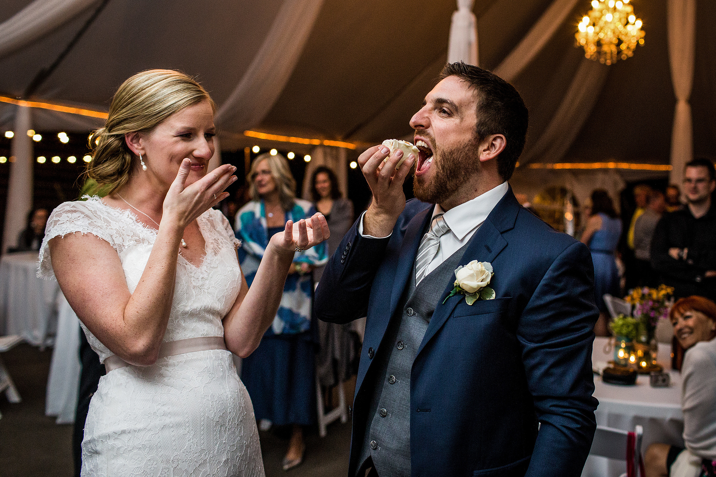 bride and groom eat cake at a stonefields wedding