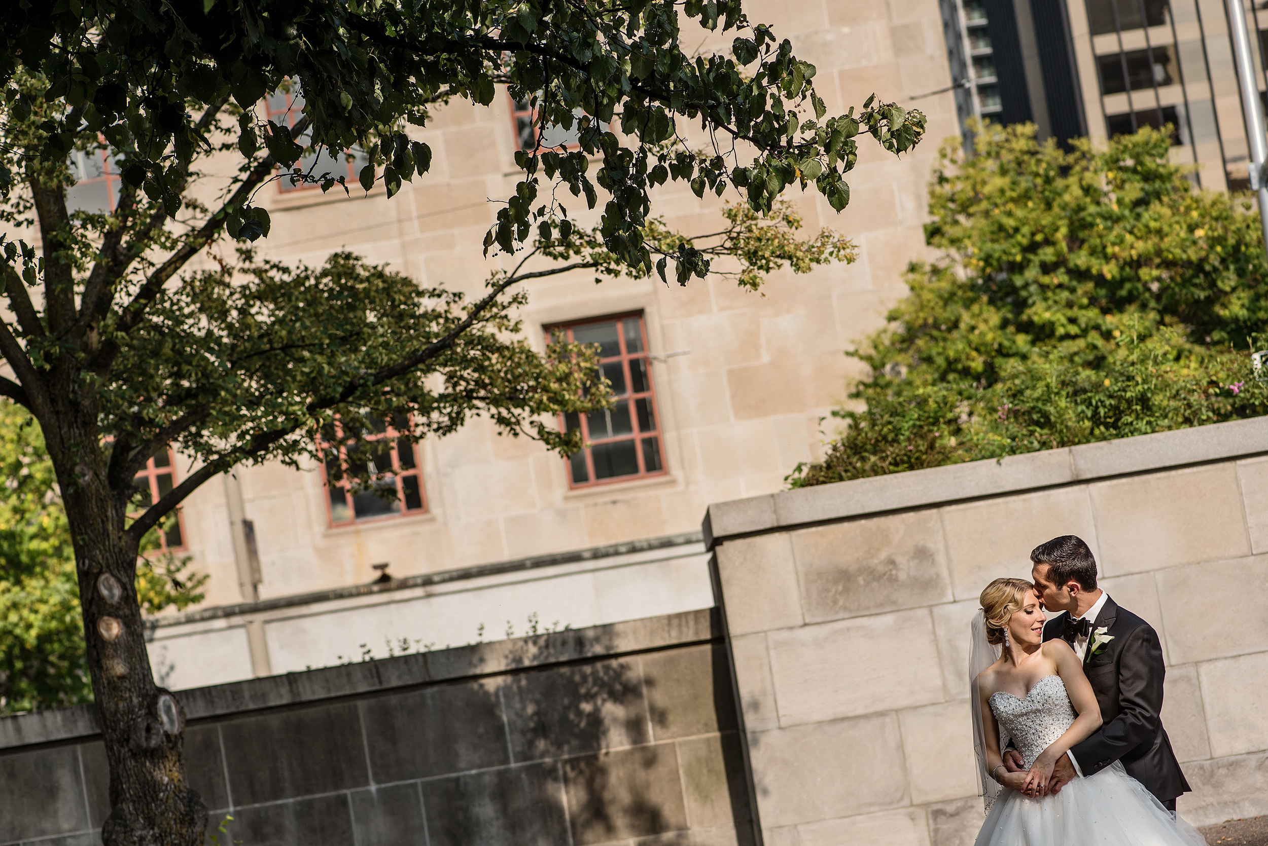 Outdoor nature wedding photograph in downtown Ottawa