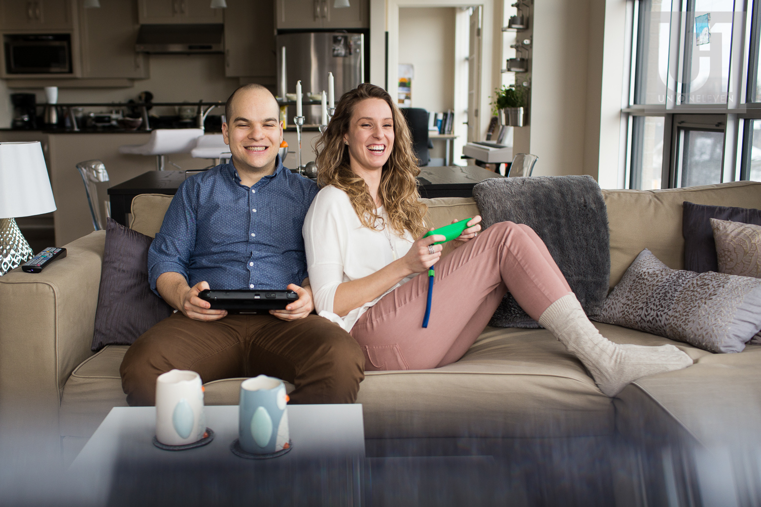 couple-playing-video-game-in-ottawa