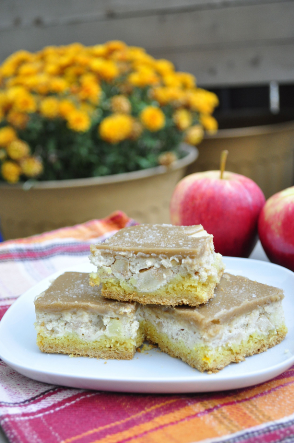 salted caramel apple cheesecake bars1