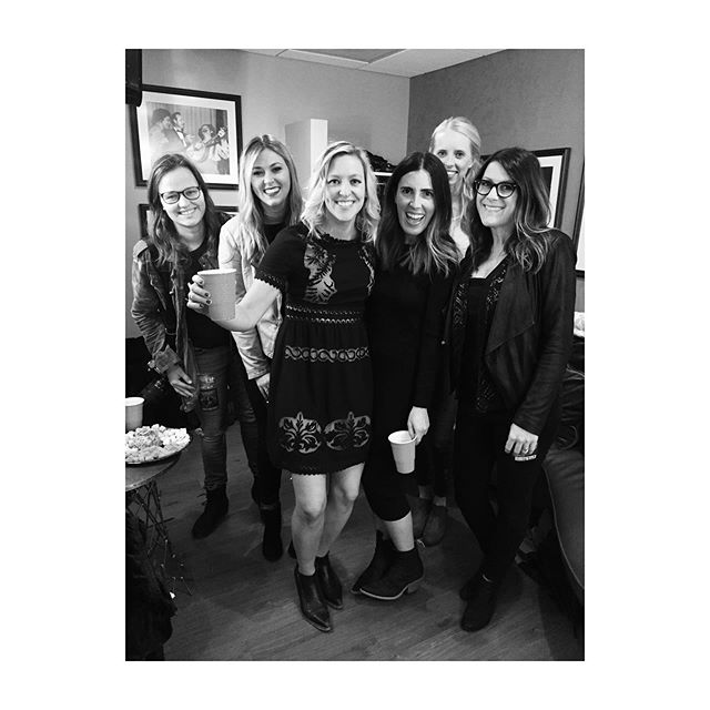 #Throwback to opening for @spaceykacey at @theryman & these women supporting my #indie career & life beyond. These women help the world go around much better @bfluke @milkglassme @kristendabbs @ceeleblue @laneycrowder - along with a ton more not pictured (the entire LA crew) #internationalwomensday #whoruntheworld #nashvillebiz