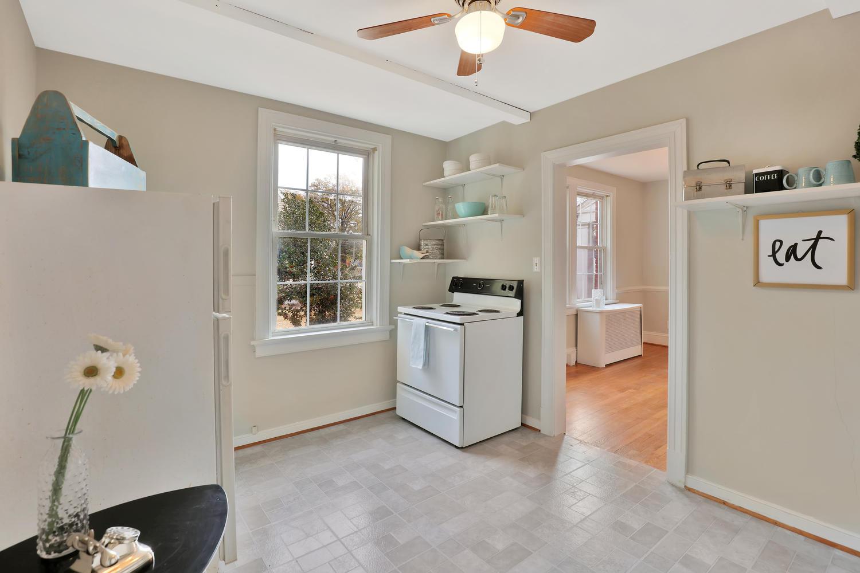 2120 Maplewood Rd Richmond VA-large-013-2-Kitchen-1500x1000-72dpi.jpg