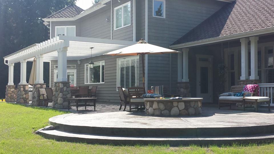 17 Redmond Outdoor Living Area.jpg