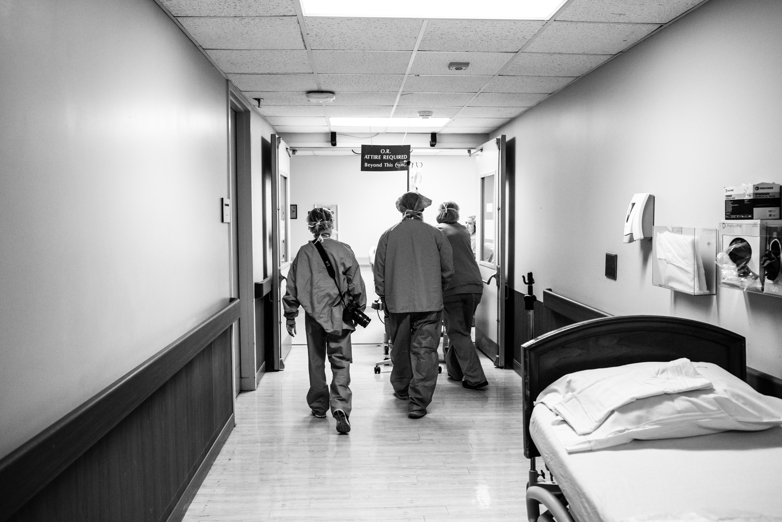 medical staff walking to the OR with soon to be dad and mom