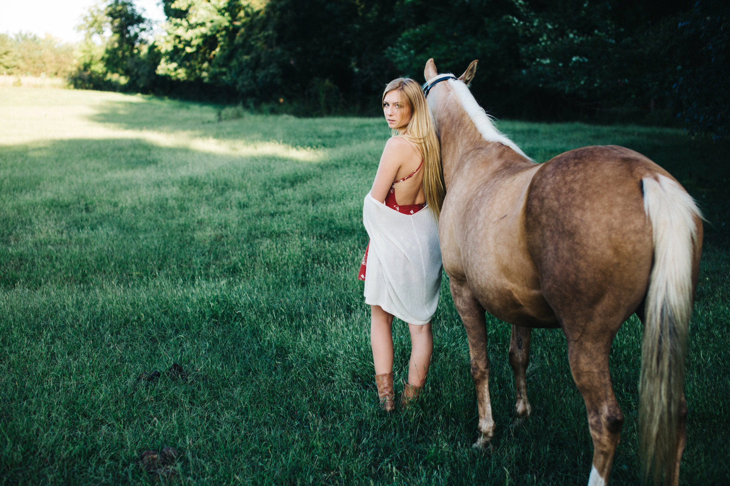 annapolis-maryland-senior-portrait-session-photographer-boho-horse-inspo-emma-jean-photography-3-photo.jpg