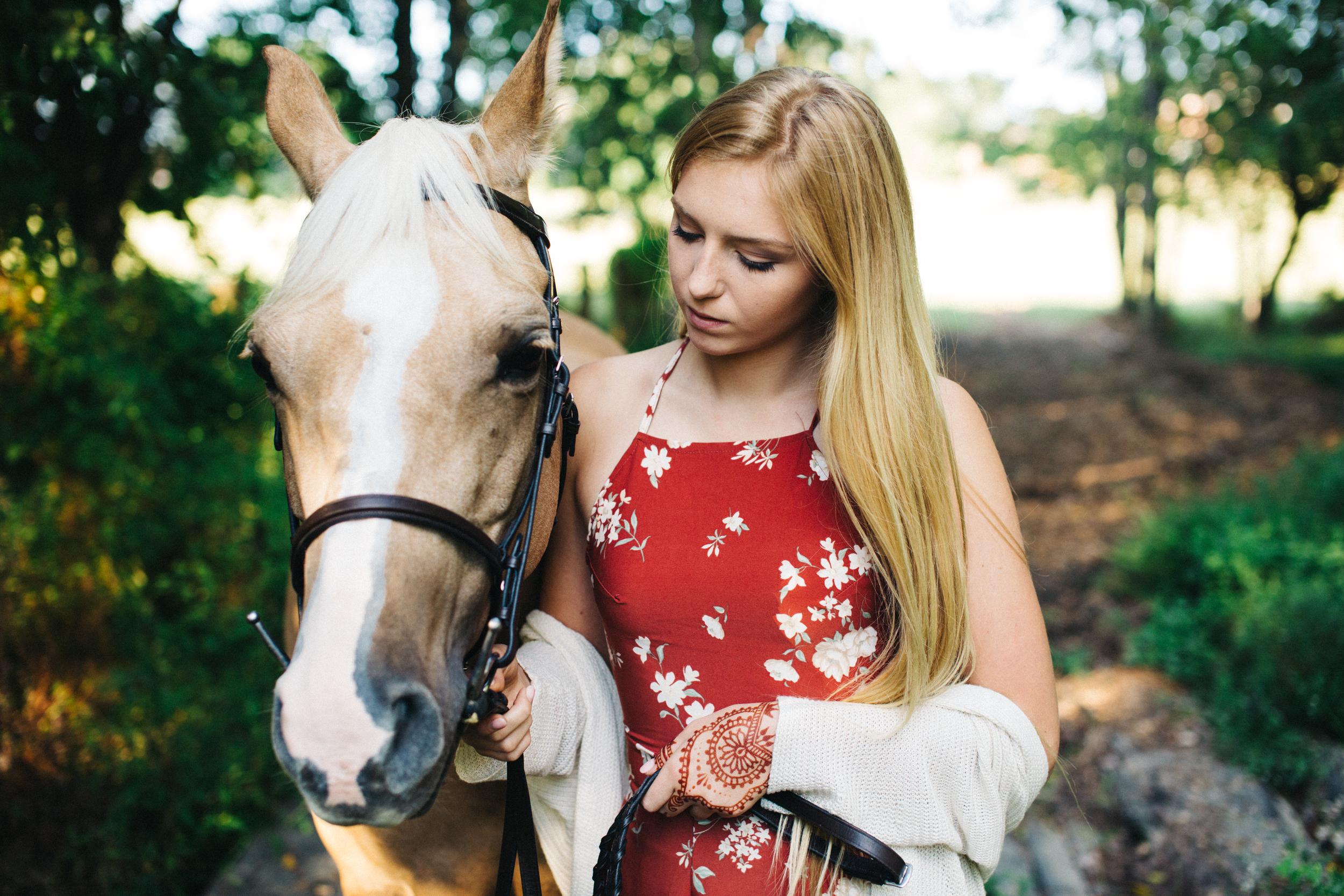 annapolis-maryland-senior-portrait-session-photographer-boho-horse-inspo-emma-jean-photography-4-photo.jpg