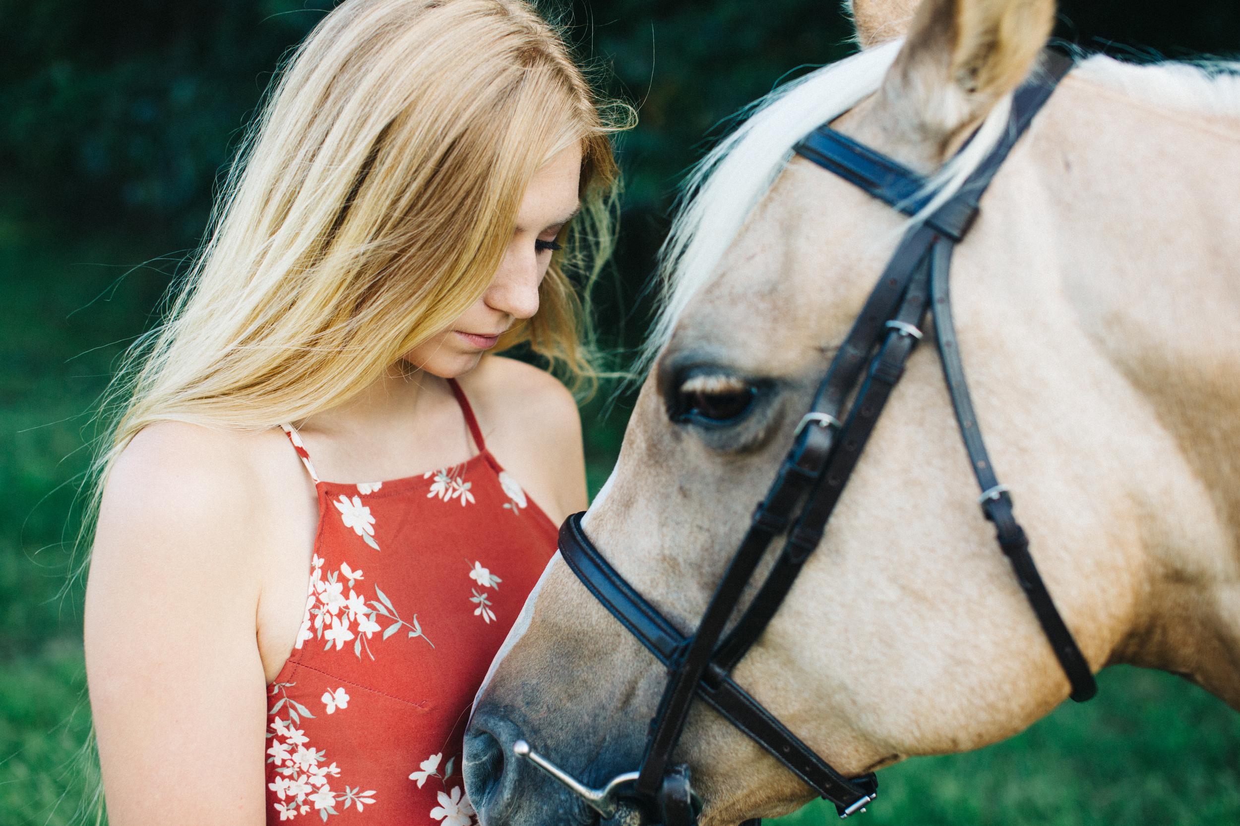 annapolis-maryland-senior-portrait-session-photographer-boho-horse-inspo-emma-jean-photography-5-photo.jpg